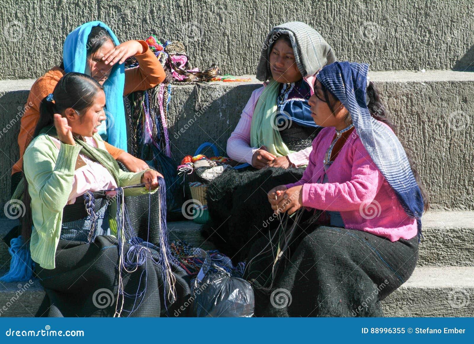 Maya vrouwenzitting en het debatteren bij de markt