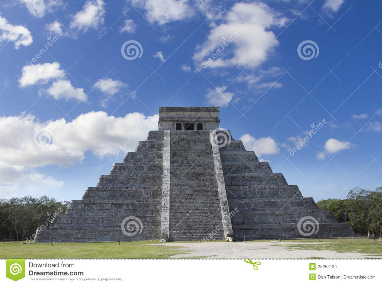 a description of chichen itza on the ruined ancient city The ancient city also included tunnels, water chambers, and an amphitheater,  the ruined city is among the best known remnants of the inca civilization,.
