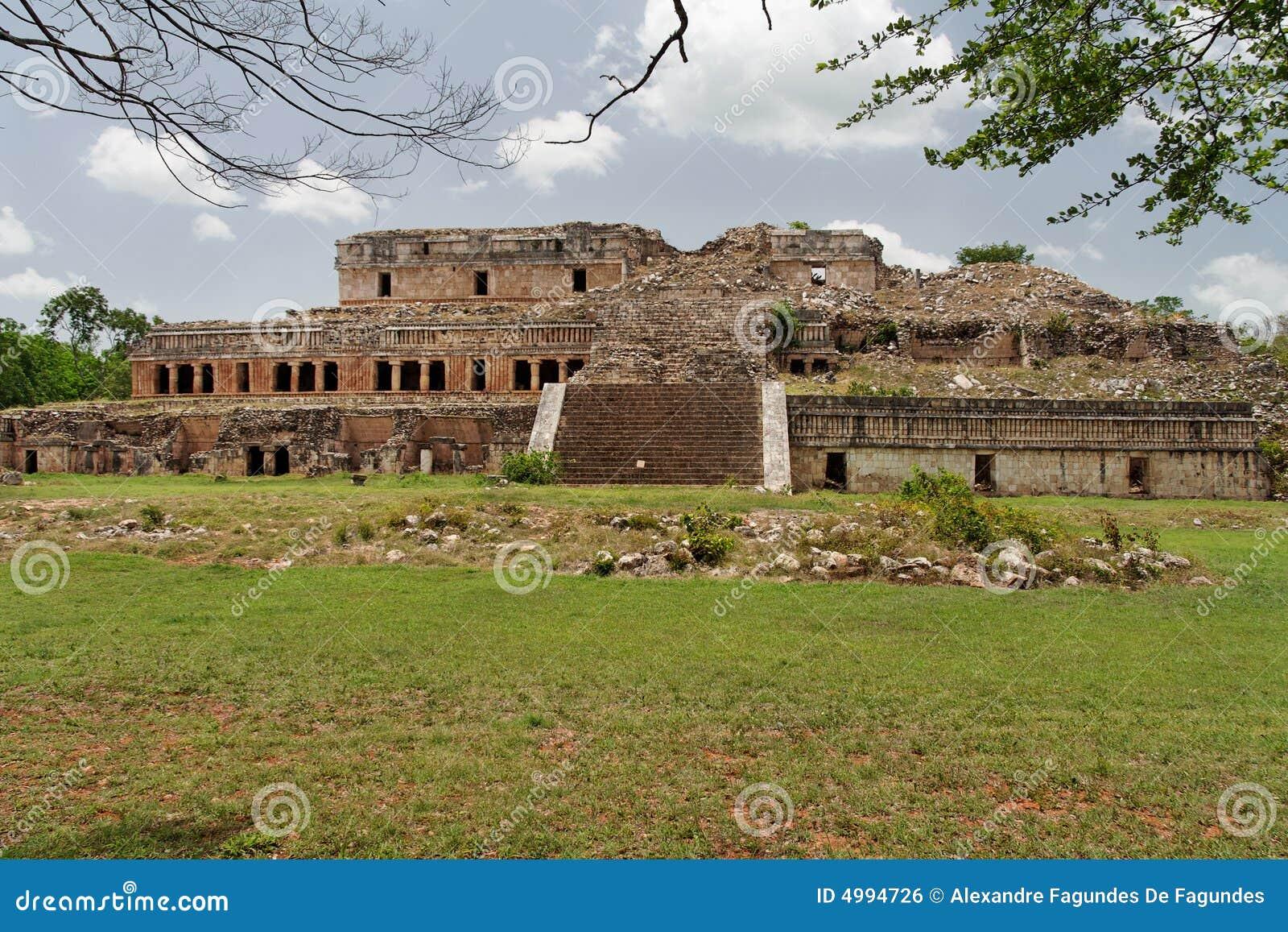 Mayapalast in Sayil