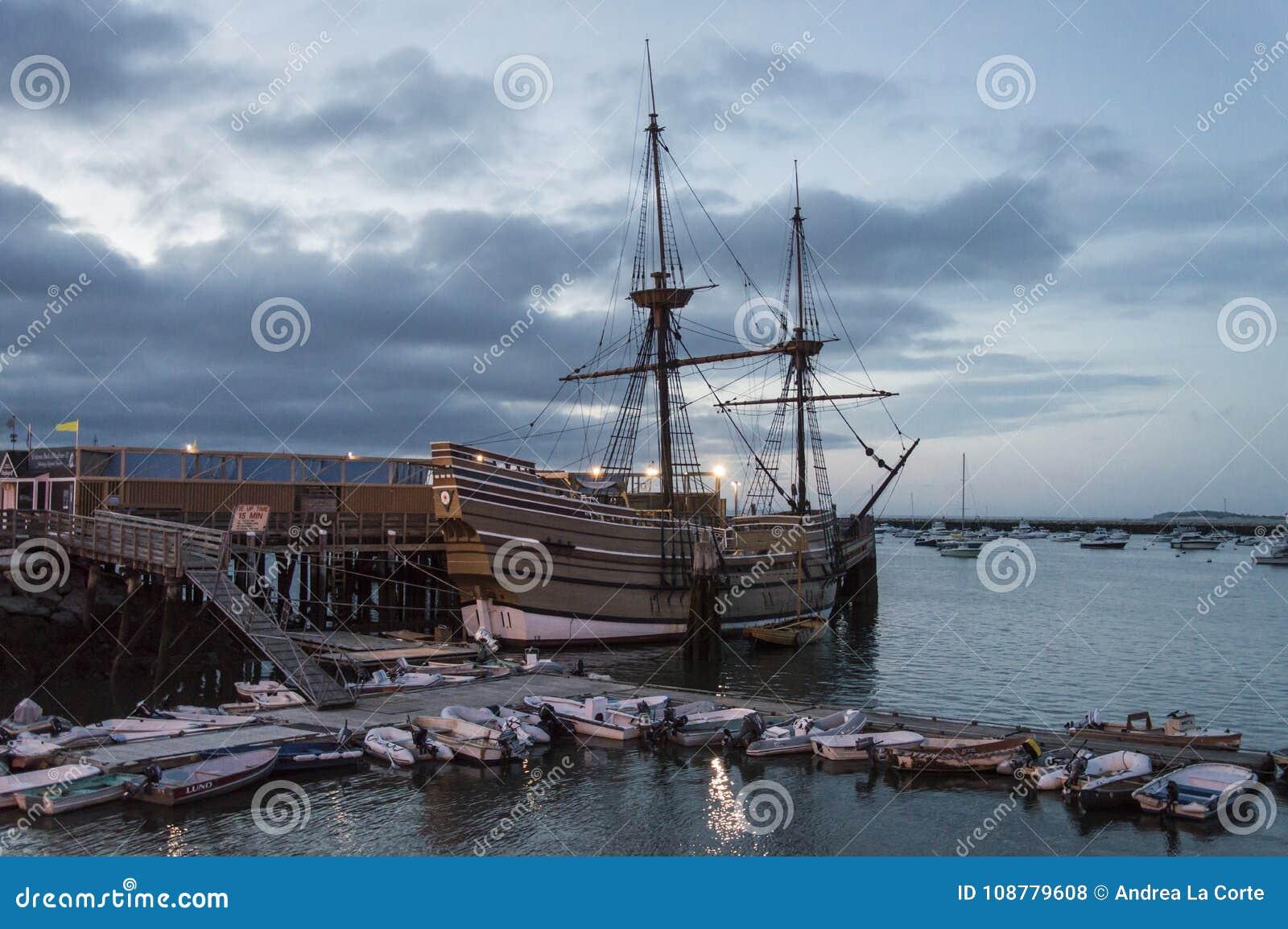 Mayflower przy półmrokiem