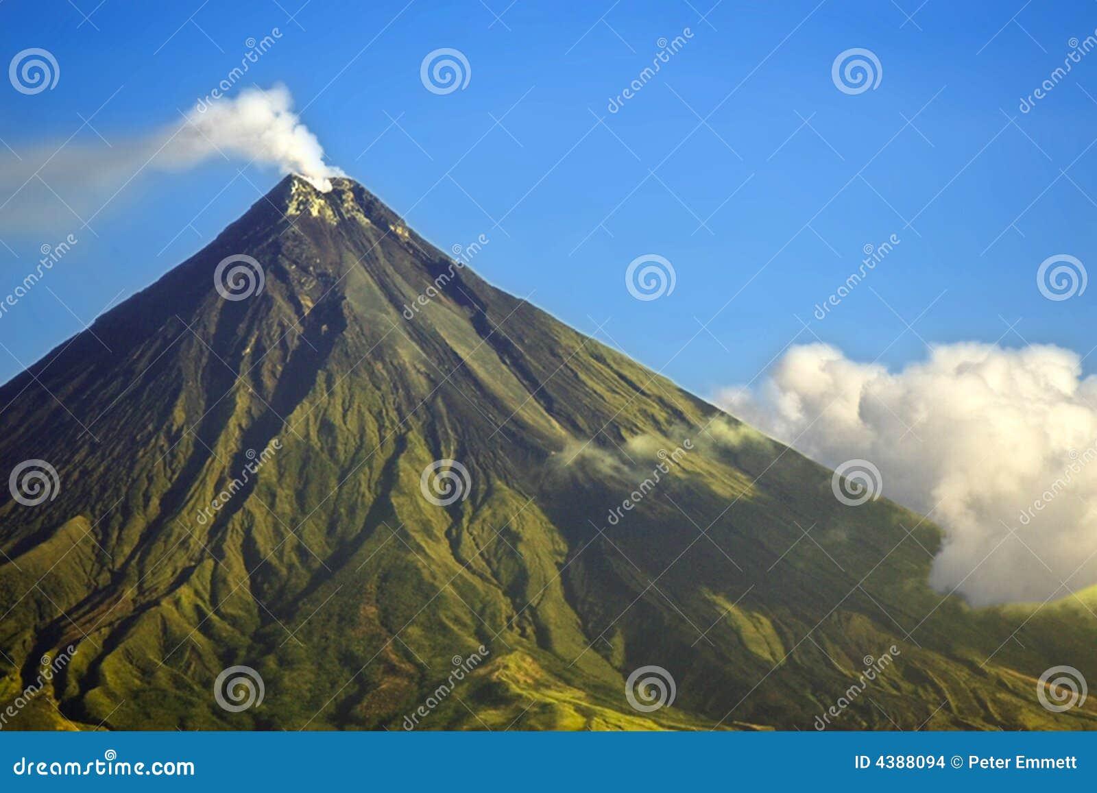 Mayon Vulkan-Rauchen