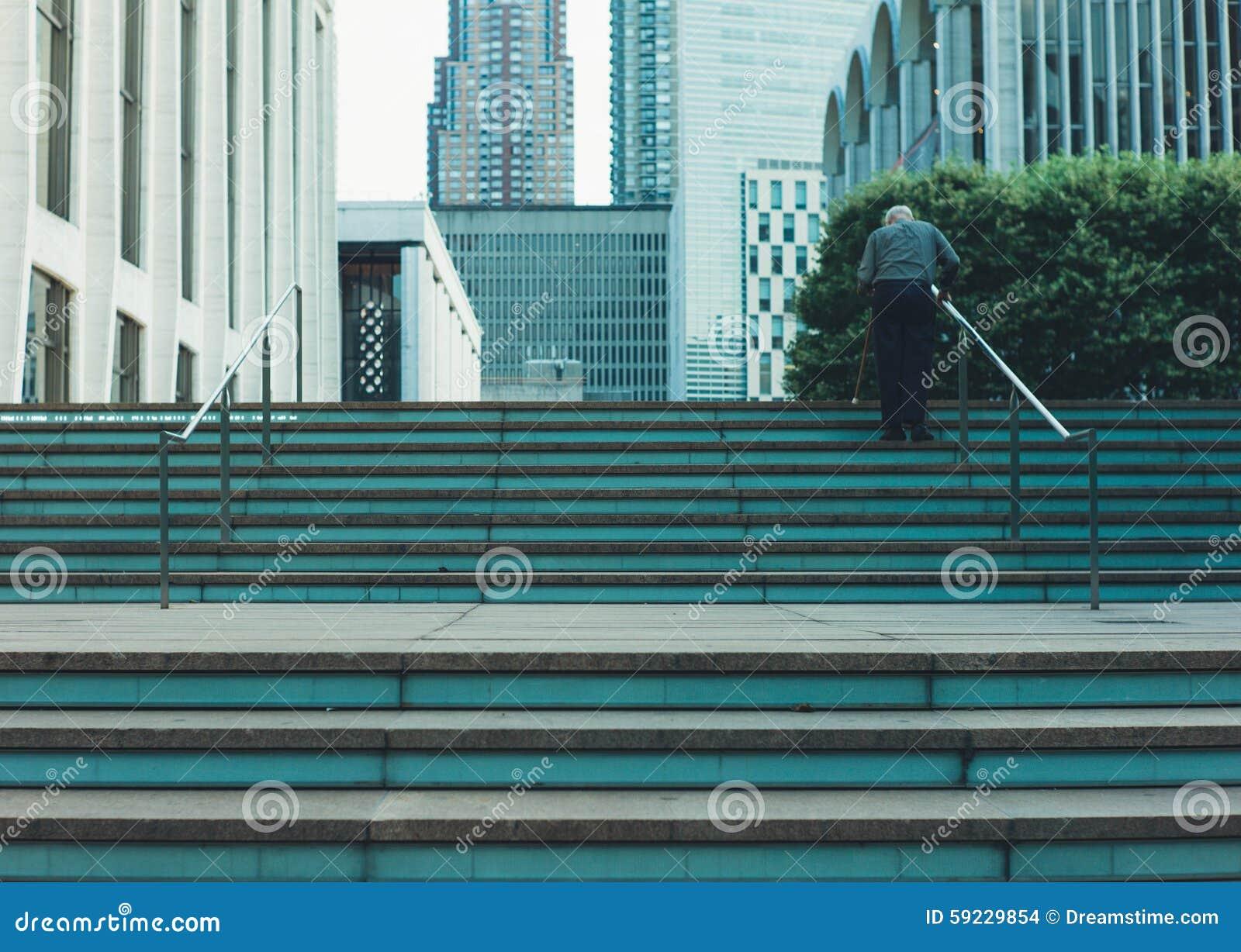Download Mayor en las escaleras foto de archivo. Imagen de escaleras - 59229854