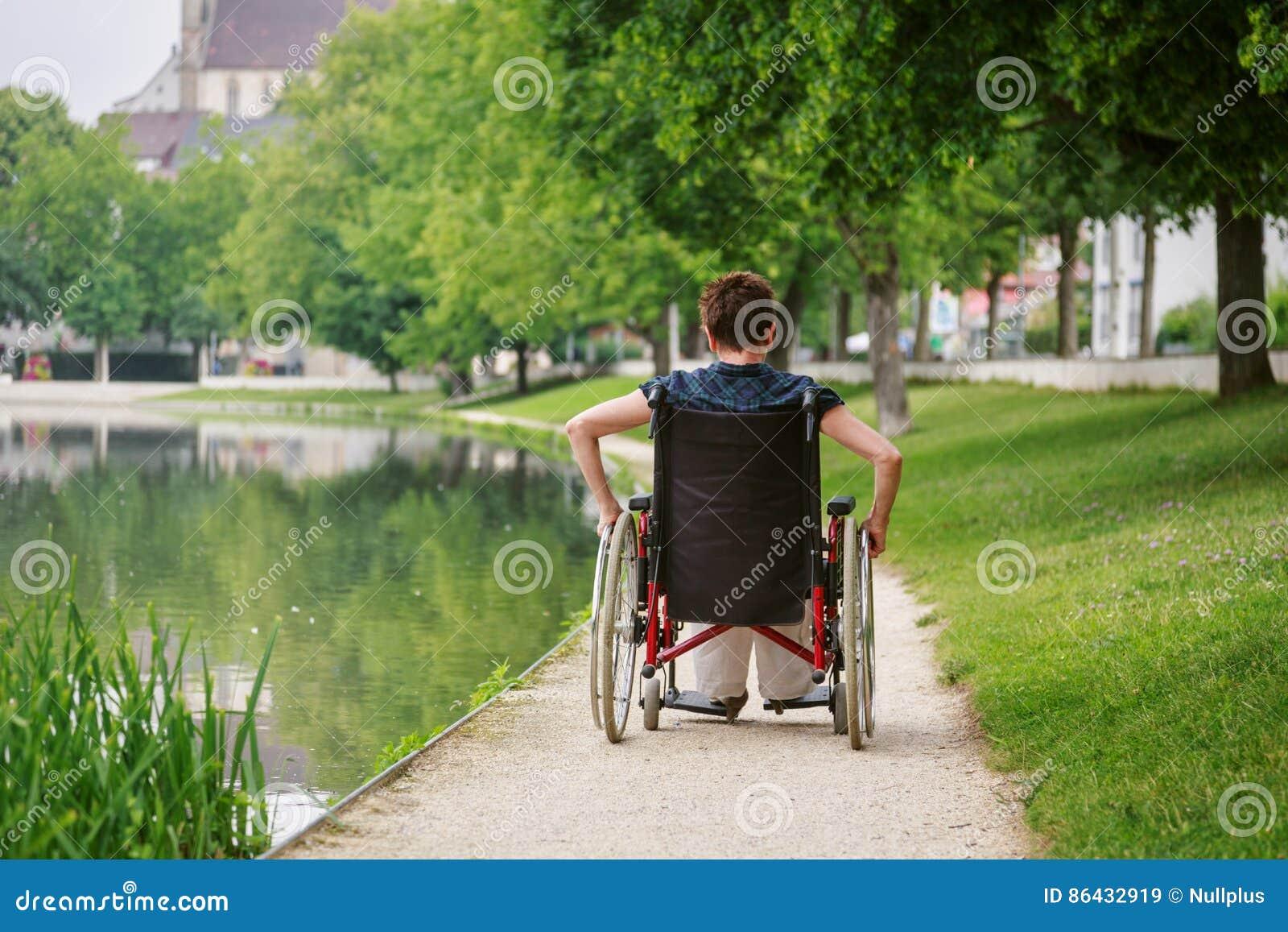 Mayores en silla de ruedas