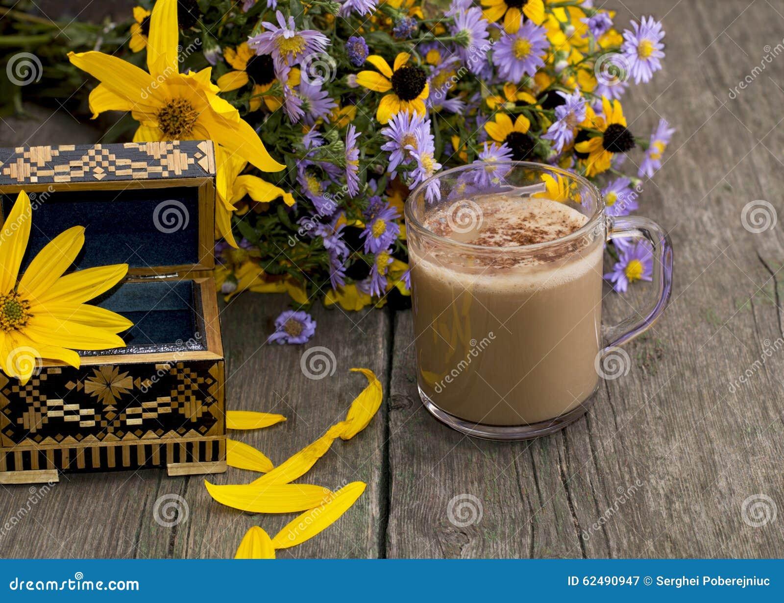 Mazzo dei fiori del cappuccino del cofanetto e dei for Progetti di costruzione del mazzo