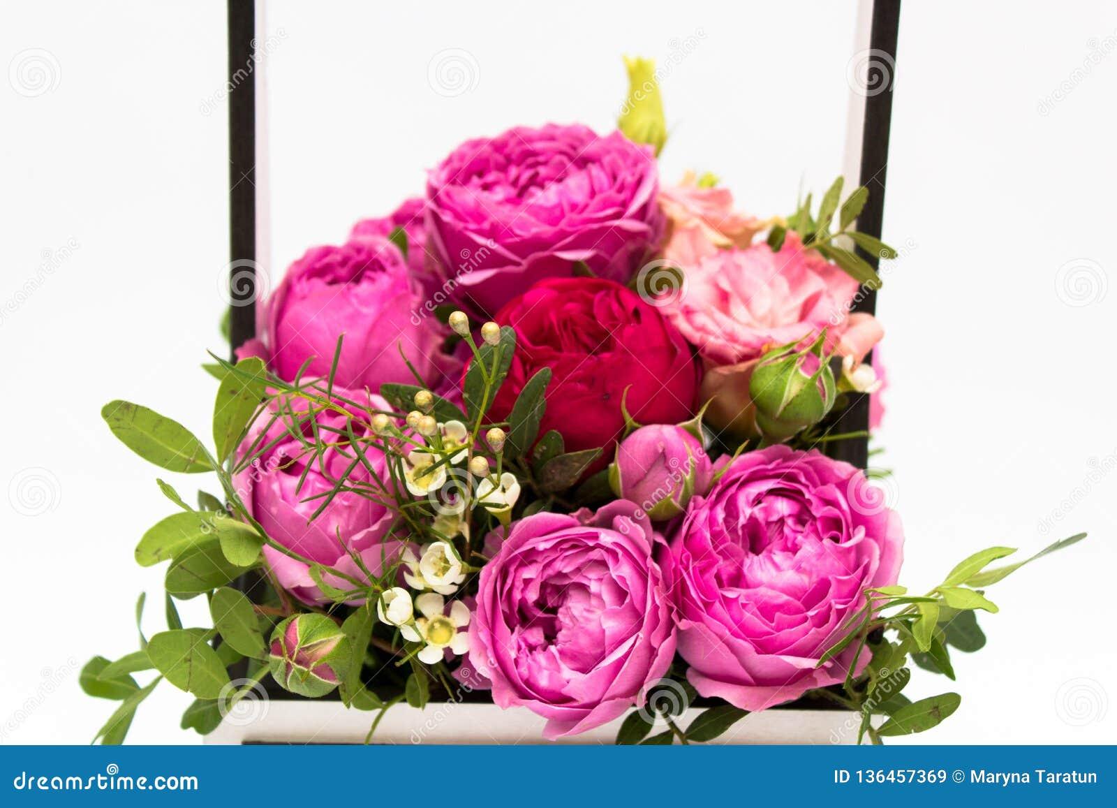 Mazzo Di Fiori 8 Marzo.Mazzo Dei Fiori In Una Scatola Booker Delle Rose Per La Festa