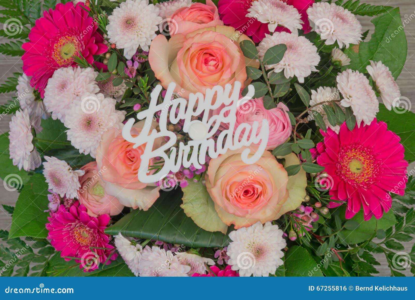 Mazzo Del Fiore Con Il Buon Compleanno Del Testo Fotografia Stock