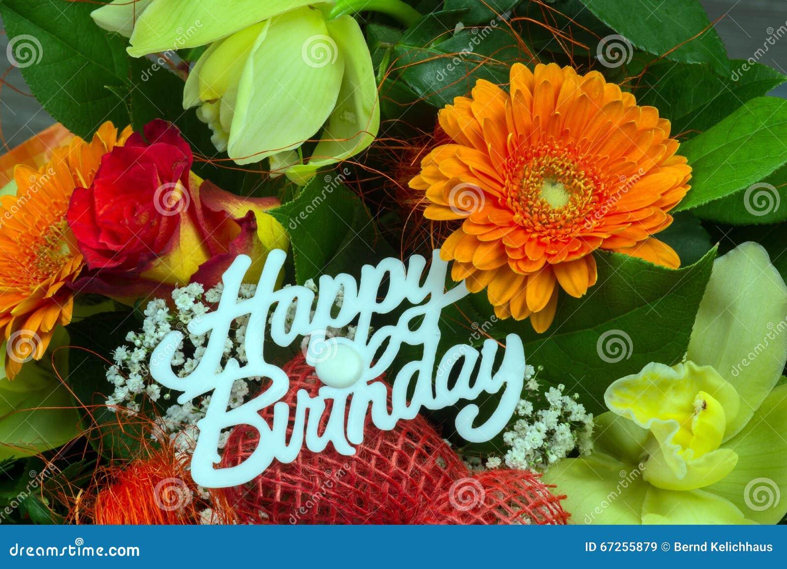 Mazzo Del Fiore Con Il Buon Compleanno Del Testo Immagine Stock