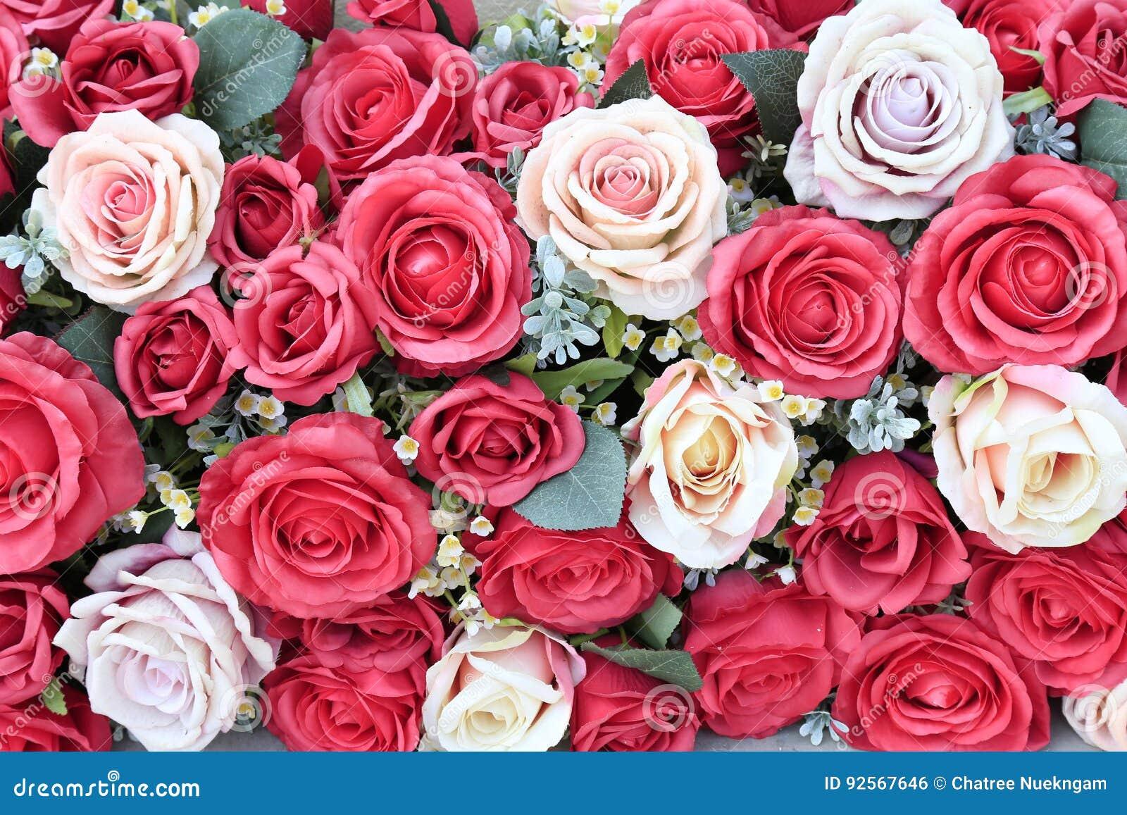 Mazzo delle rose artificiali