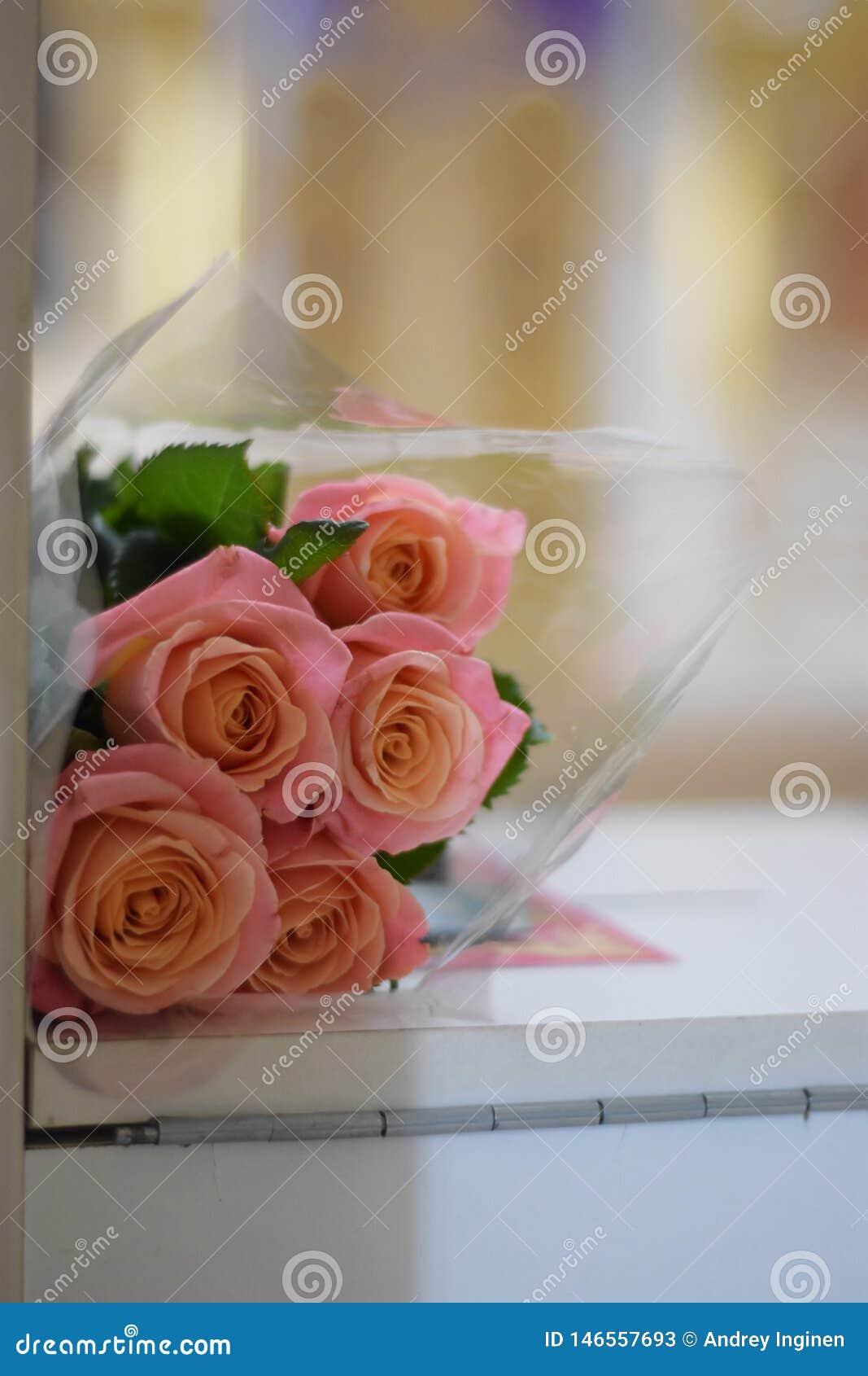 Mazzo delle rose dentellare