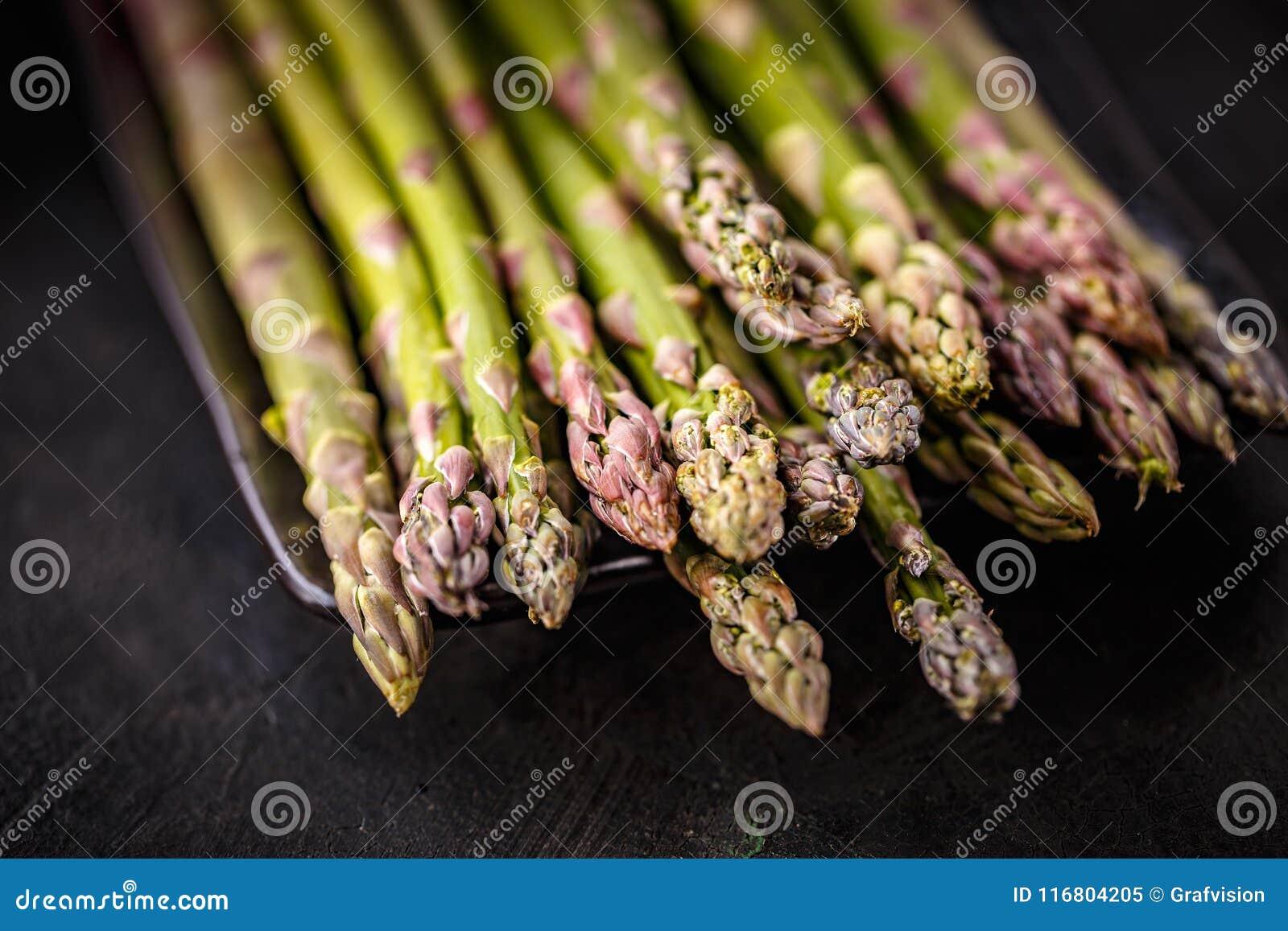Mazzo di asparago fresco