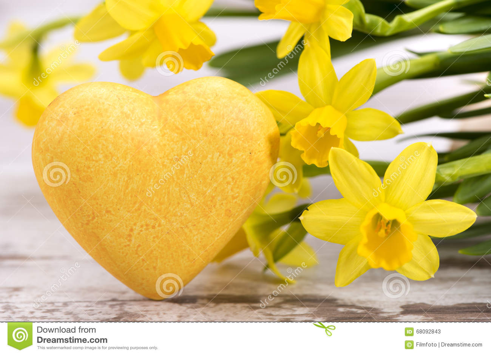 Mazzo di fiori con cuore immagine stock immagine di for Fiori con la p