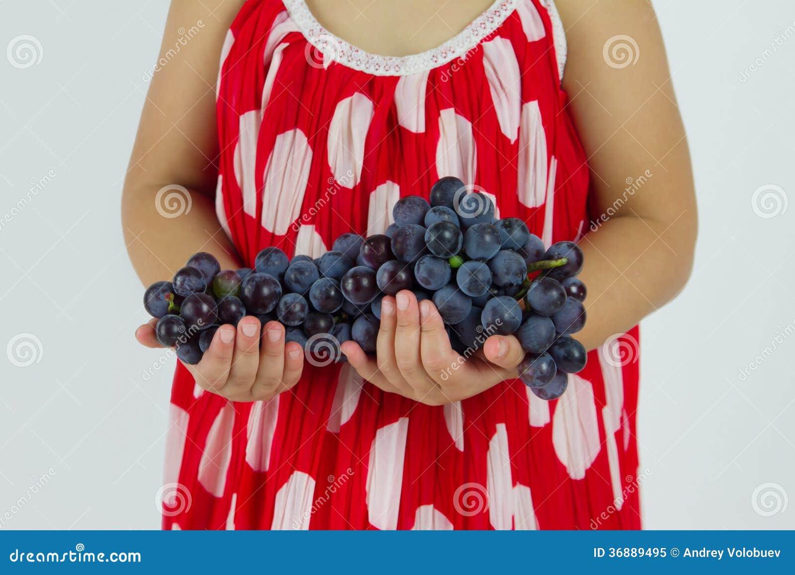 Download Mazzo di uva immagine stock. Immagine di giovane, studio - 36889495