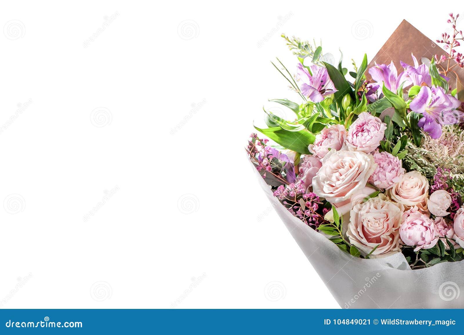Mazzo Di Fiori Elegante.Mazzo Elegante Dei Fiori Su Bianco Rose Astromelia Pe Immagine