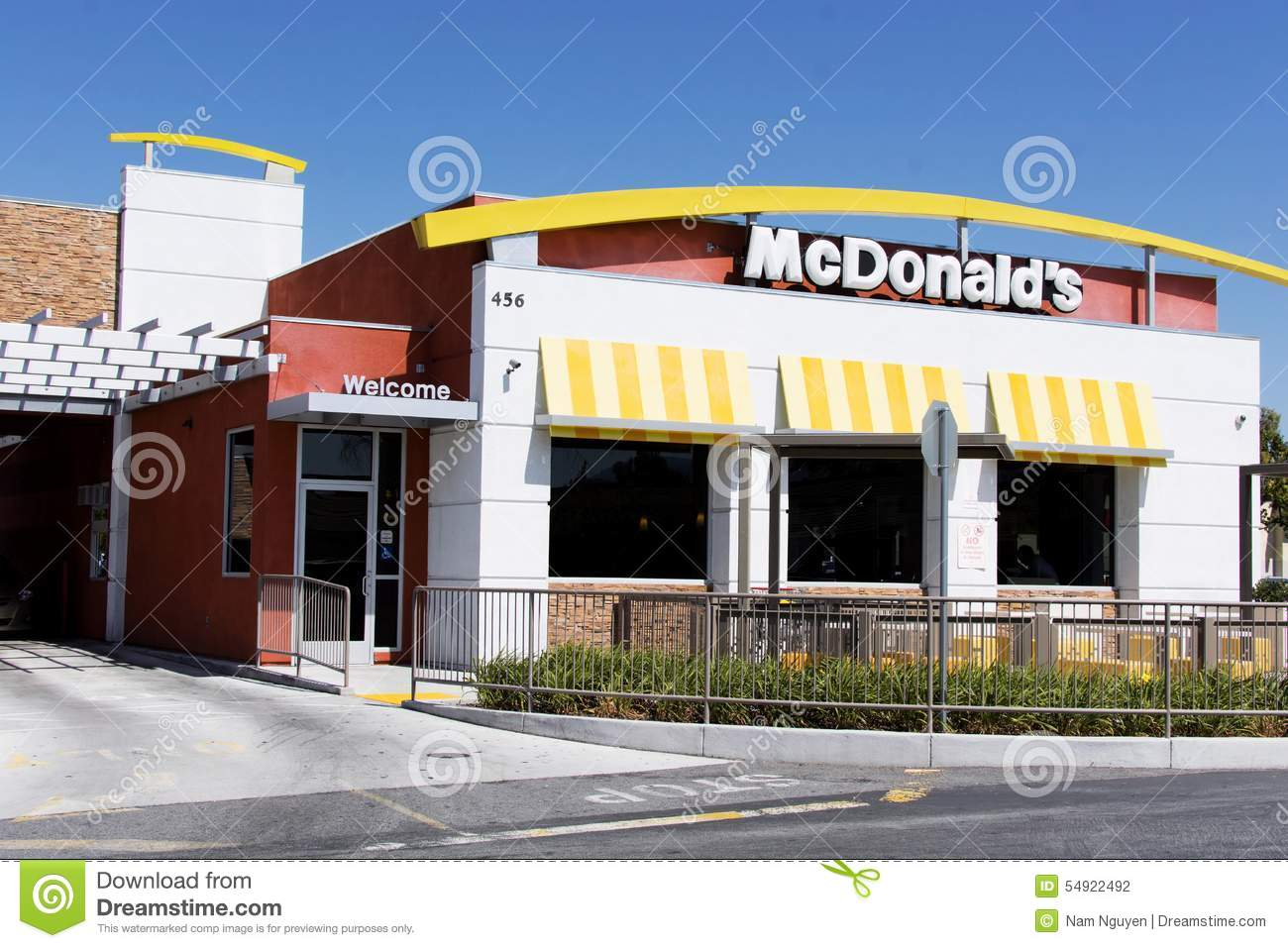 mcdonald's serving fast food Since taking over as ceo of mcdonald's in march 2015, steve easterbrook has set his sights on the company's food on his watch the fast food behemoth has committed to serving only cage-free .