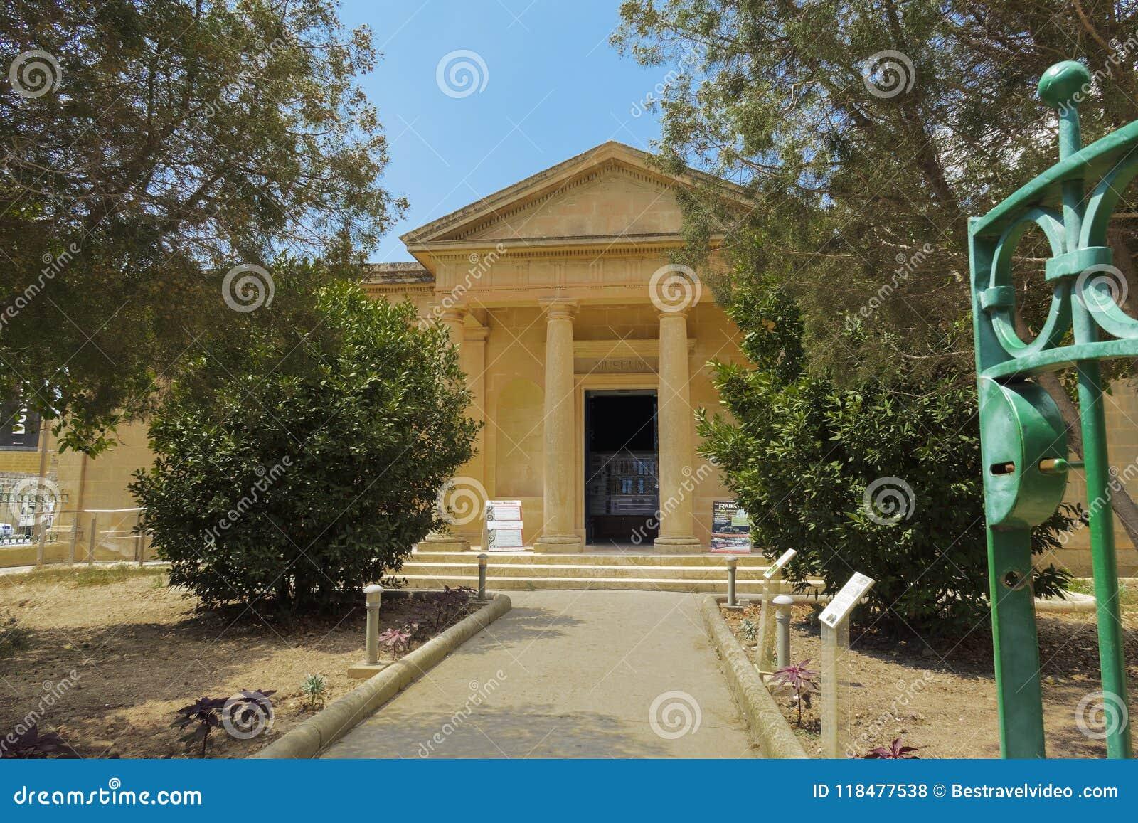 Mdina Rabat, Malta - 4. August 2016: Museumsfassade Domvs Romana Tagesansicht des Eingangs Haus-Museumsesprit der römischen Ruine