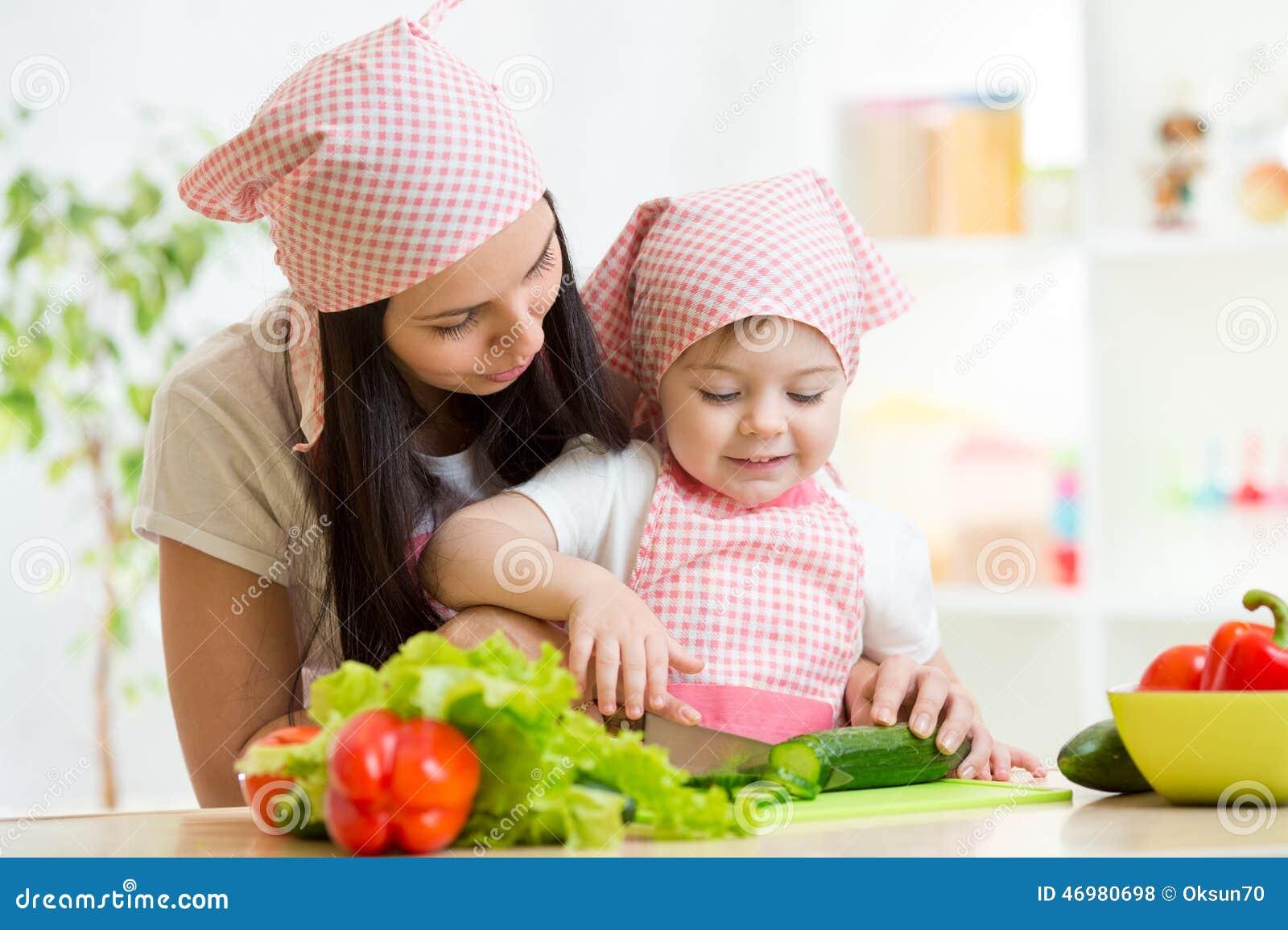 Resultado de imagem para ensinar filha