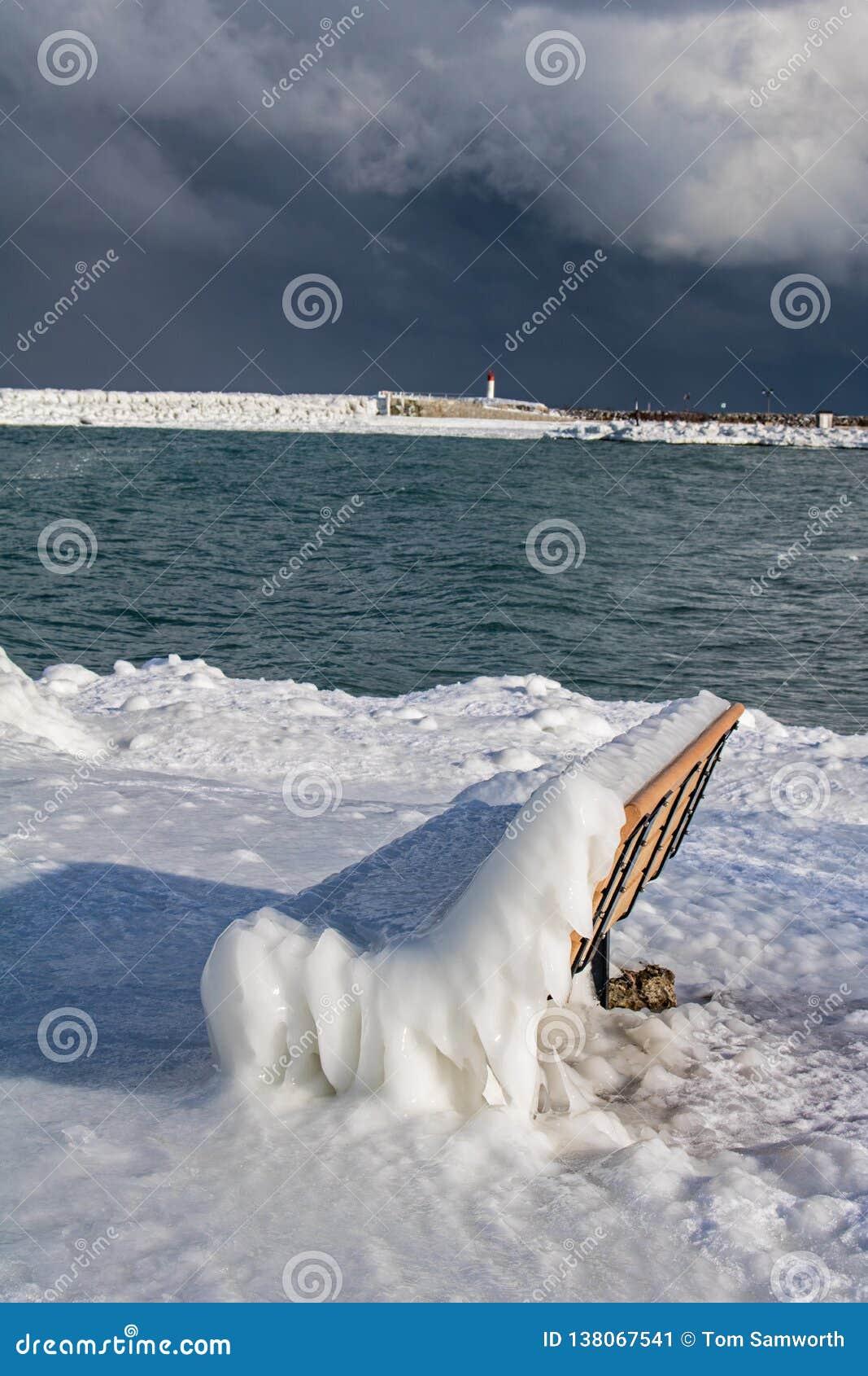 Meaford, Ontario, Kanada-Ufergegend bedeckte im starken Eis
