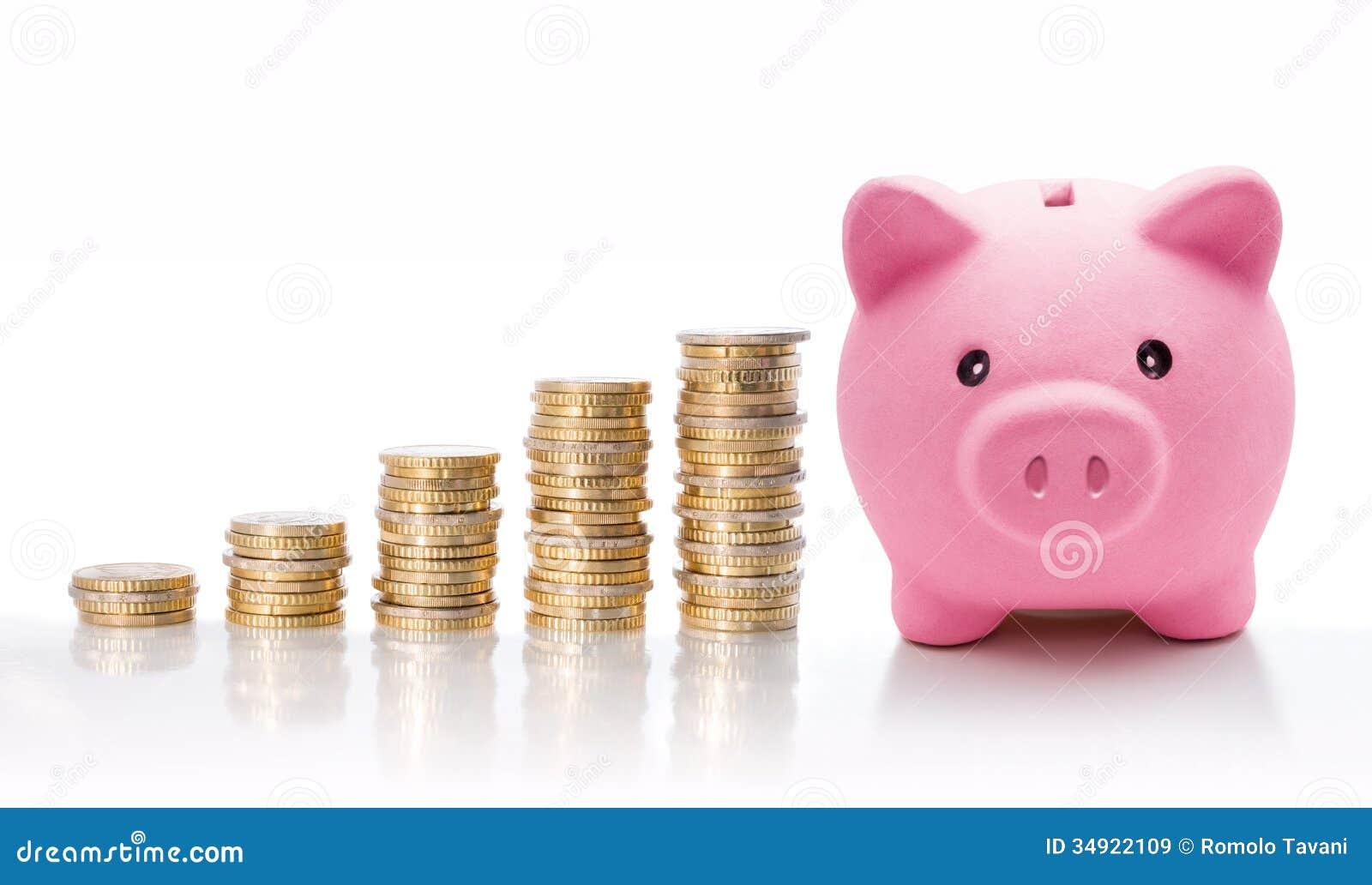 Mealheiro com as euro- pilhas da moeda - conceito do aumento