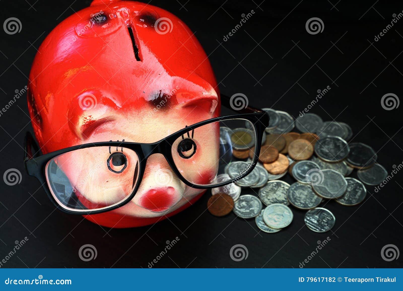 Mealheiro com moedas