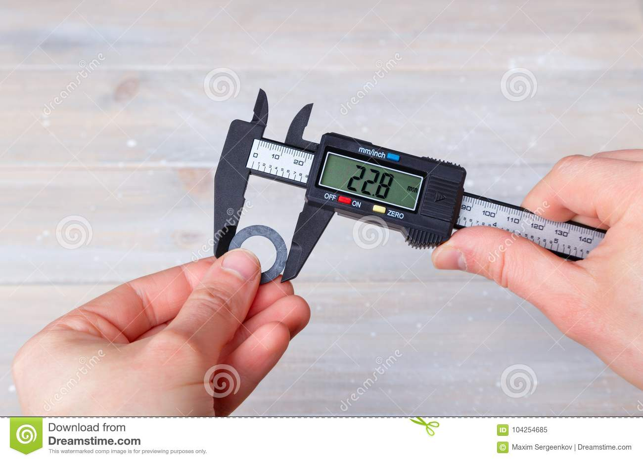 Measurement with electronic caliper