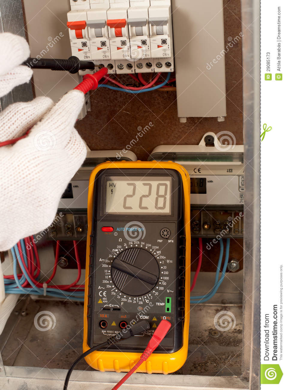 Measuring with multimeter