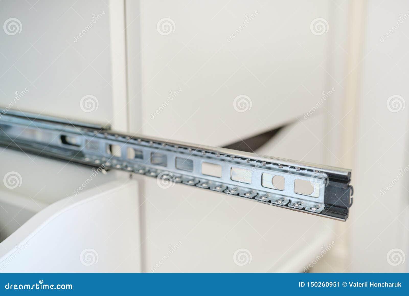 Mebli szczegóły w górę, instalacja kreślarzi w gabinecie
