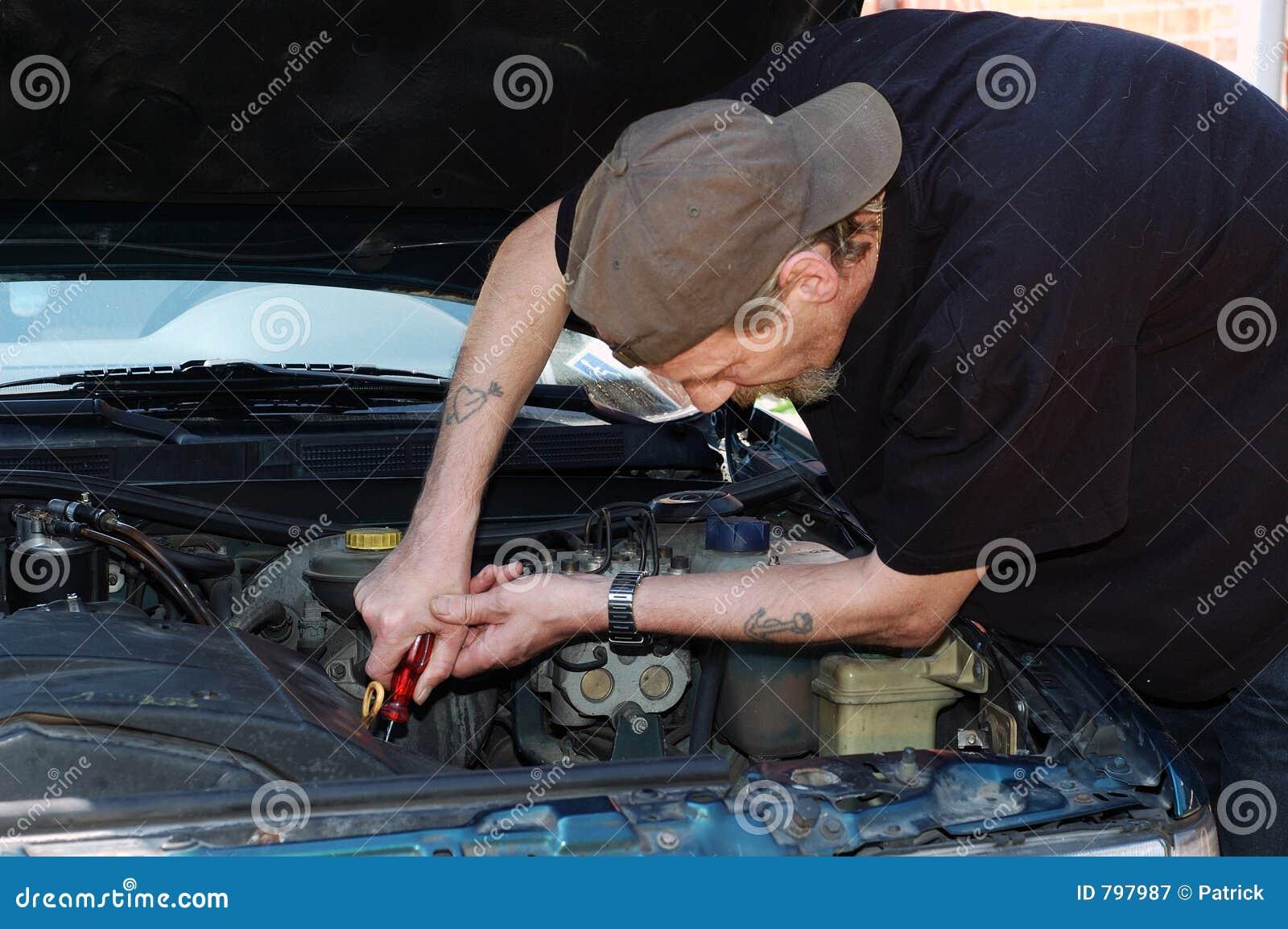 Mecânico de carro.