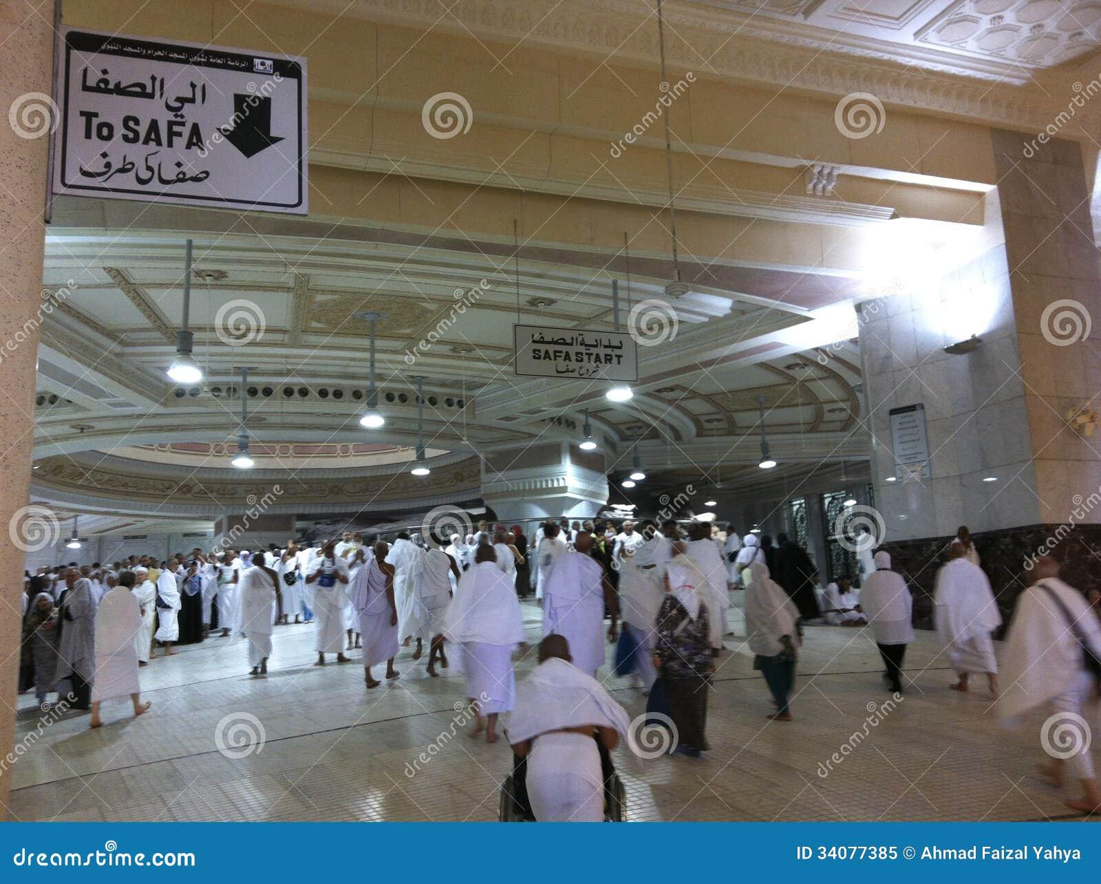 MECCA-FEB.25: Muslim pilgrims reach Safa mount from Marwah mount on ...