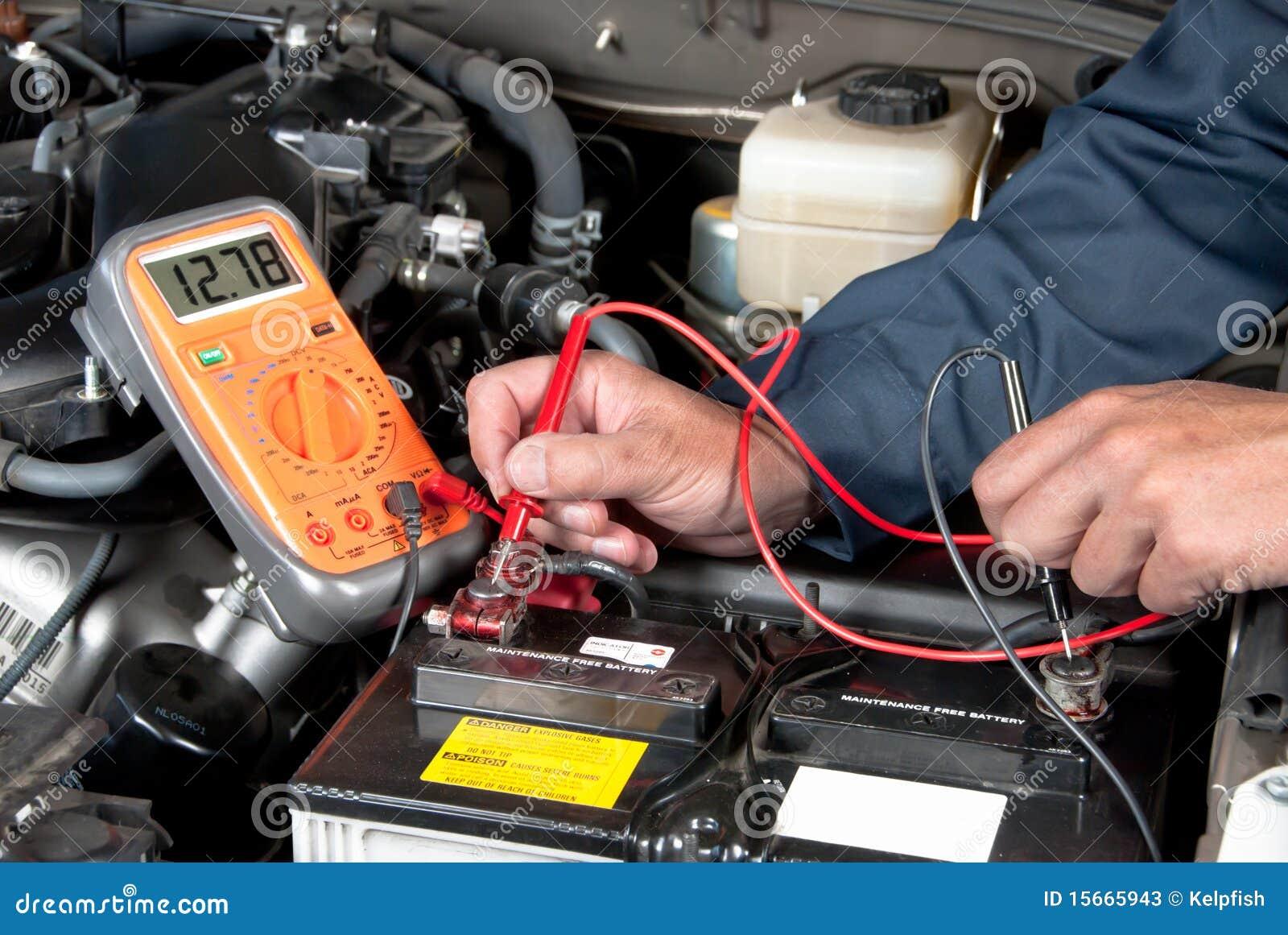 Meccanico automatico che controlla tensione accumulatore per di automobile