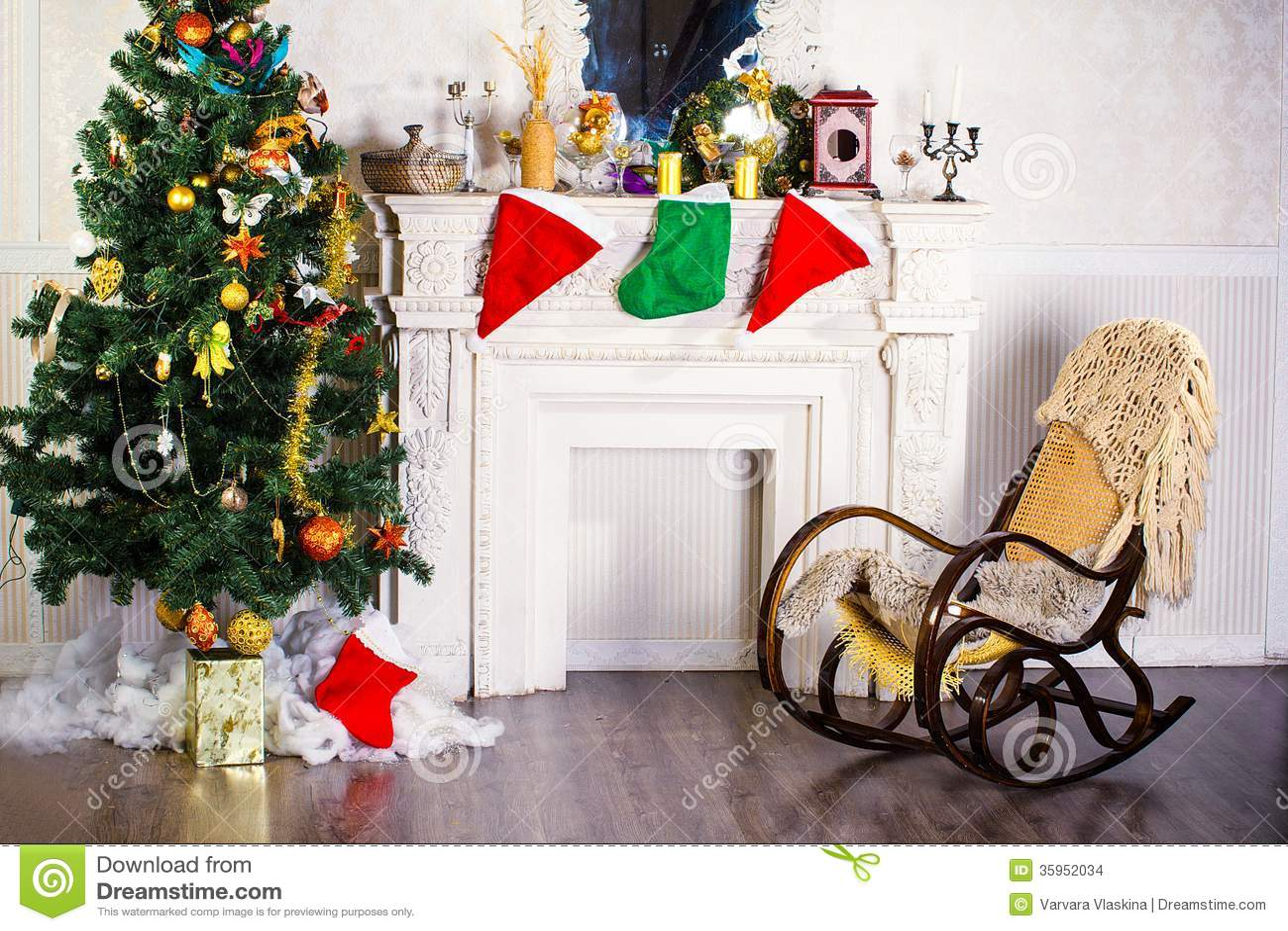 Mecedora y árbol de navidad