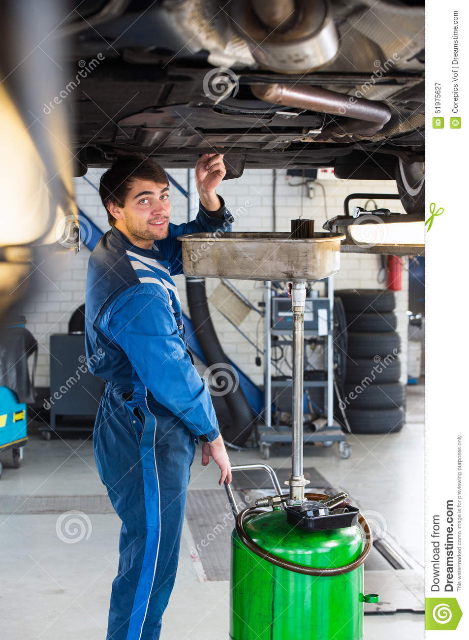 Mechanic chaning the oil of a car stock image image of for Garage happy car