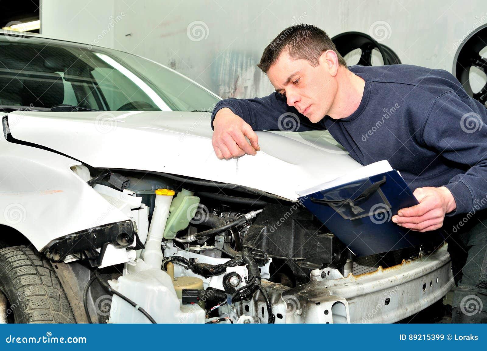 Car Repair Insurance >> Mechanic Inspecting Car Body Damage At Auto Repair Shop