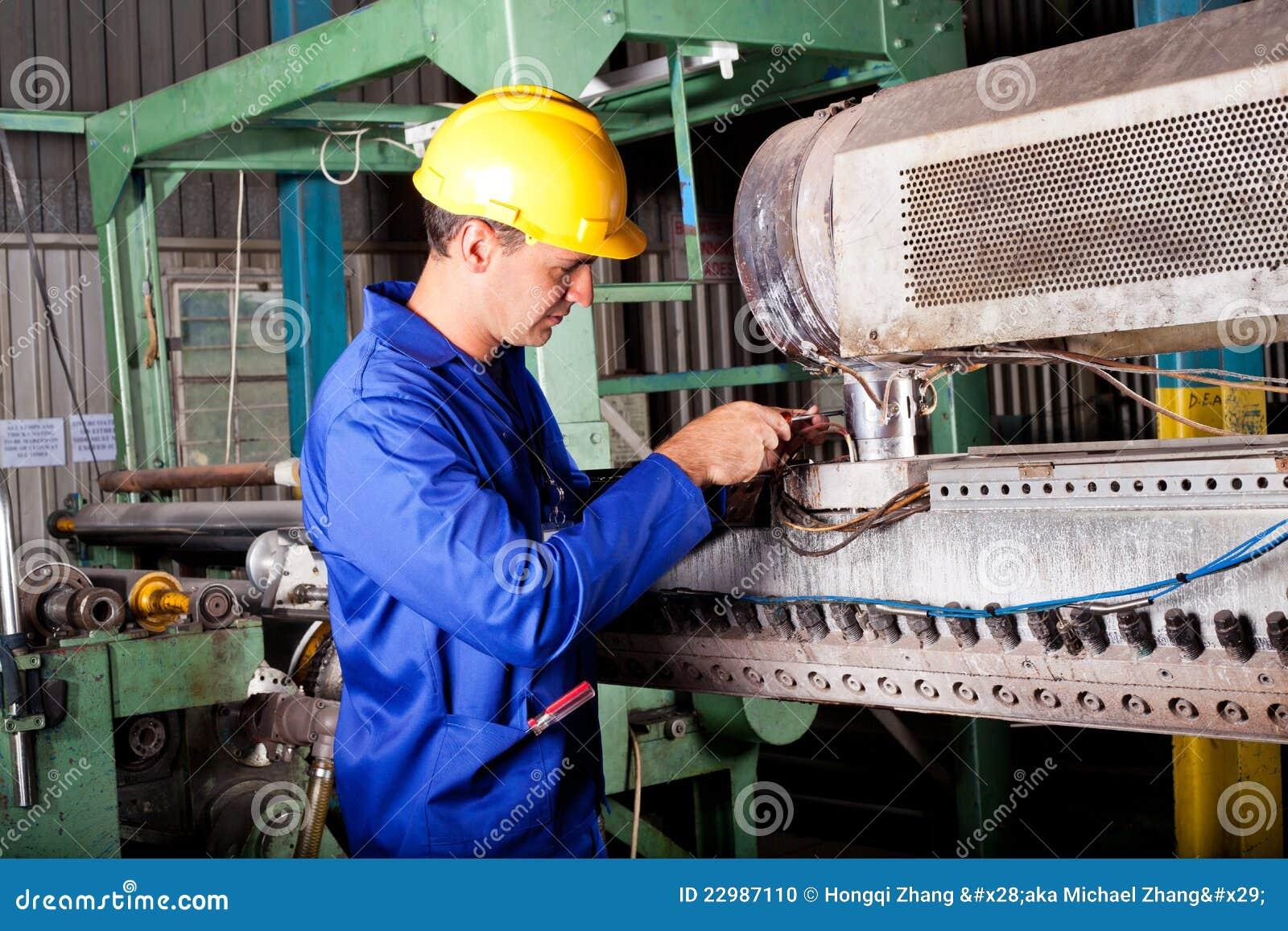 heavy machine mechanic