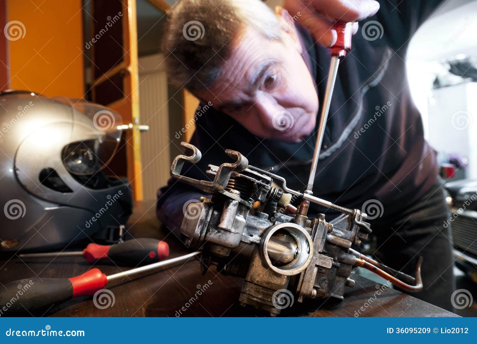 Mechanic Repairs A Carburetor Royalty Free Stock Images