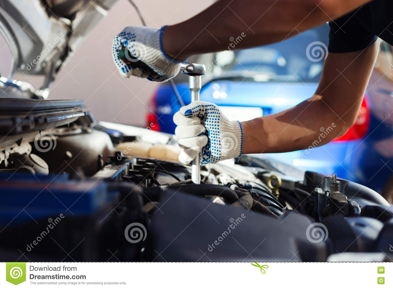 Mechanic in the garage royalty free stock photo for Garage fix auto nimes