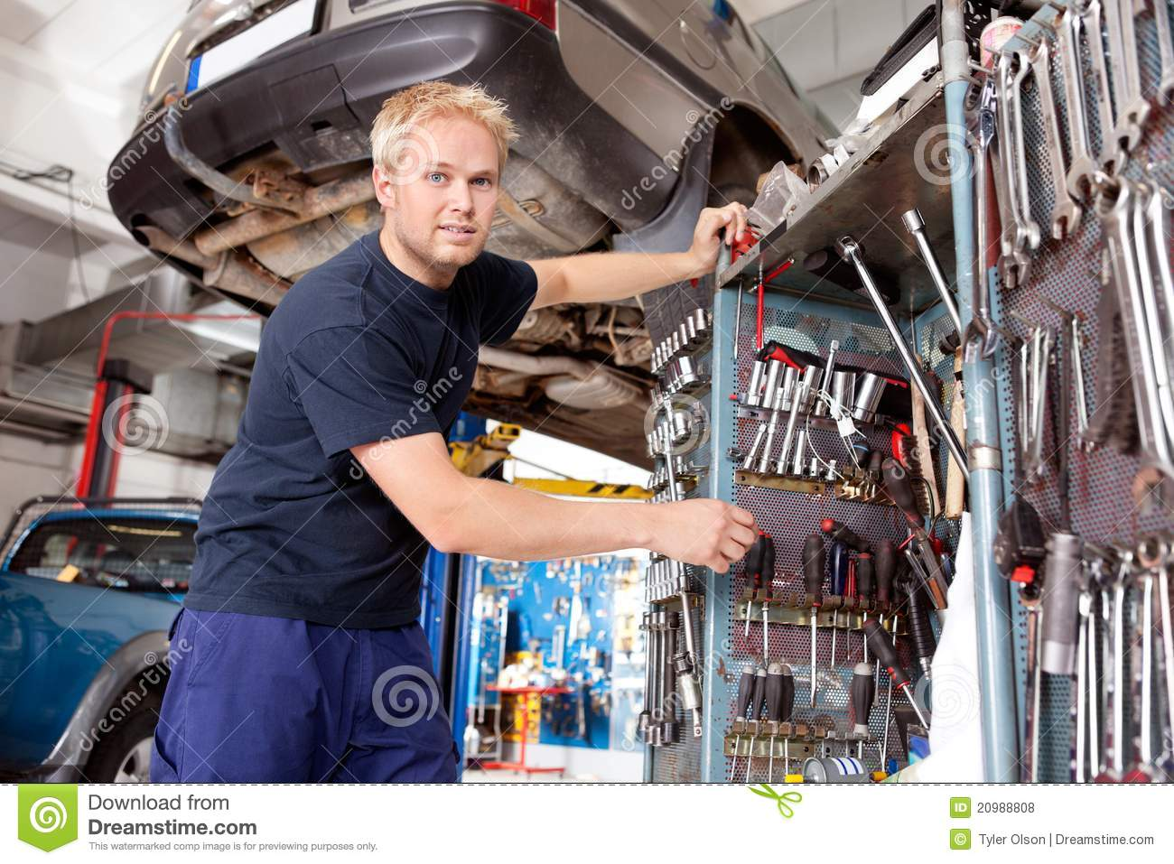 Mechanic Working In Garage Royalty Free Stock Photos
