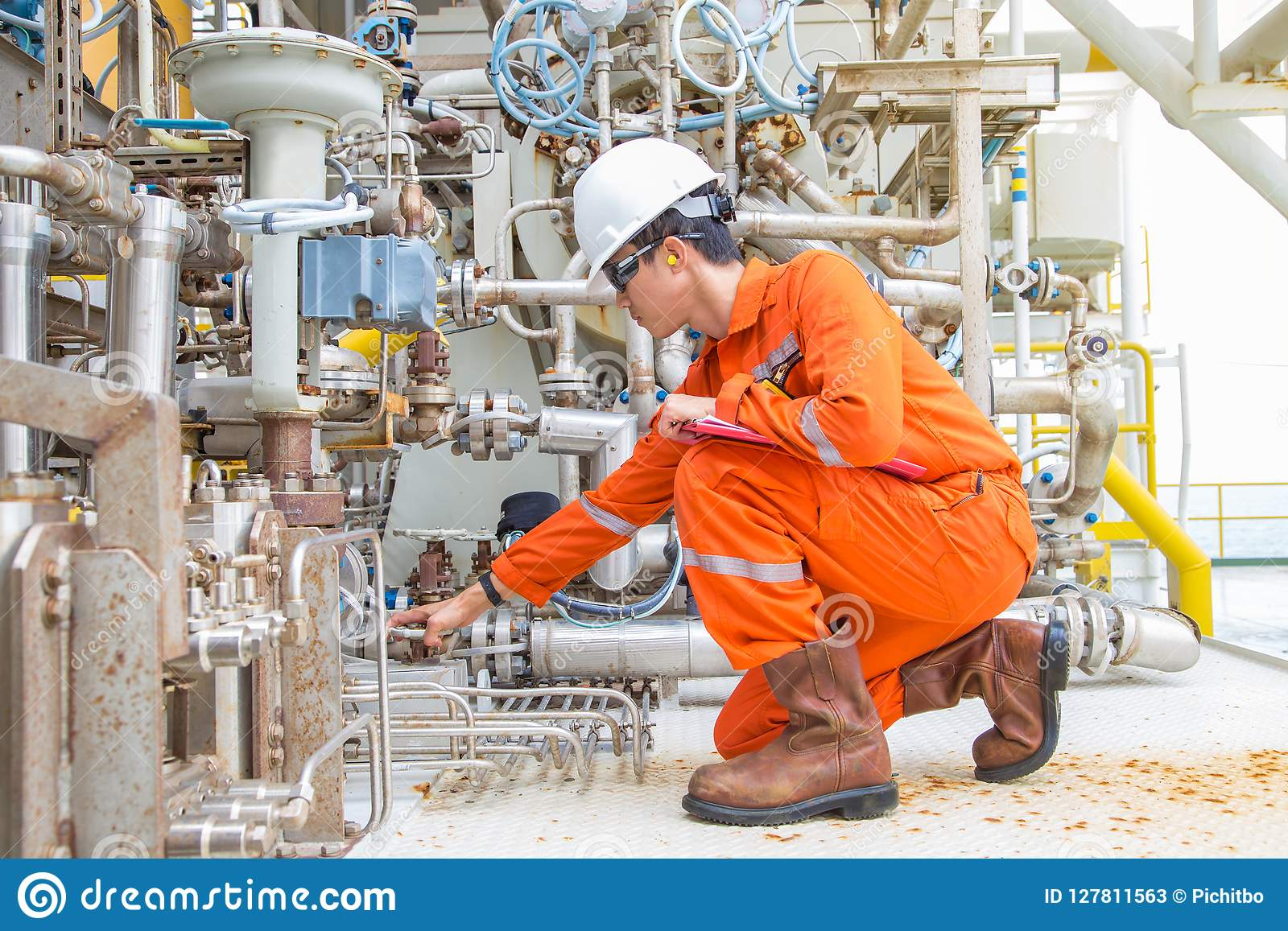 Mechanical Engineer Checking And Inspect Lube Oil System Of