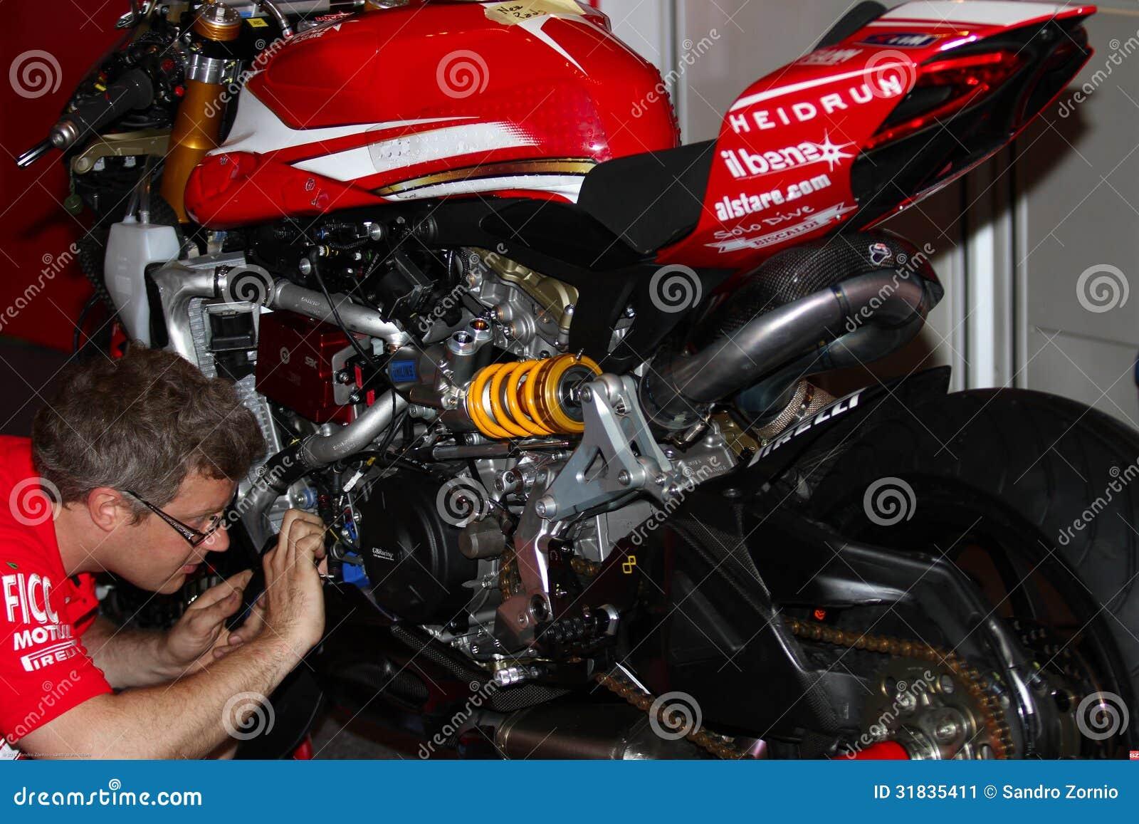 Mechanical working on Ducati 1199 Panigale R Team Ducati Alstare Superbike WSBK