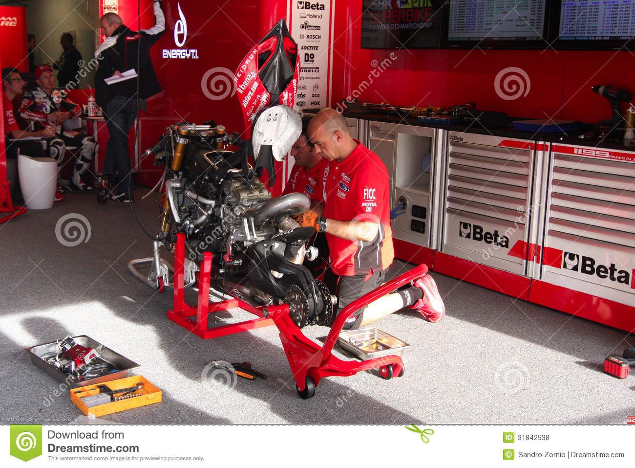 Mechanical working on Ducati 1199 Panigale R Team Ducati Alstare Superbike WSBK