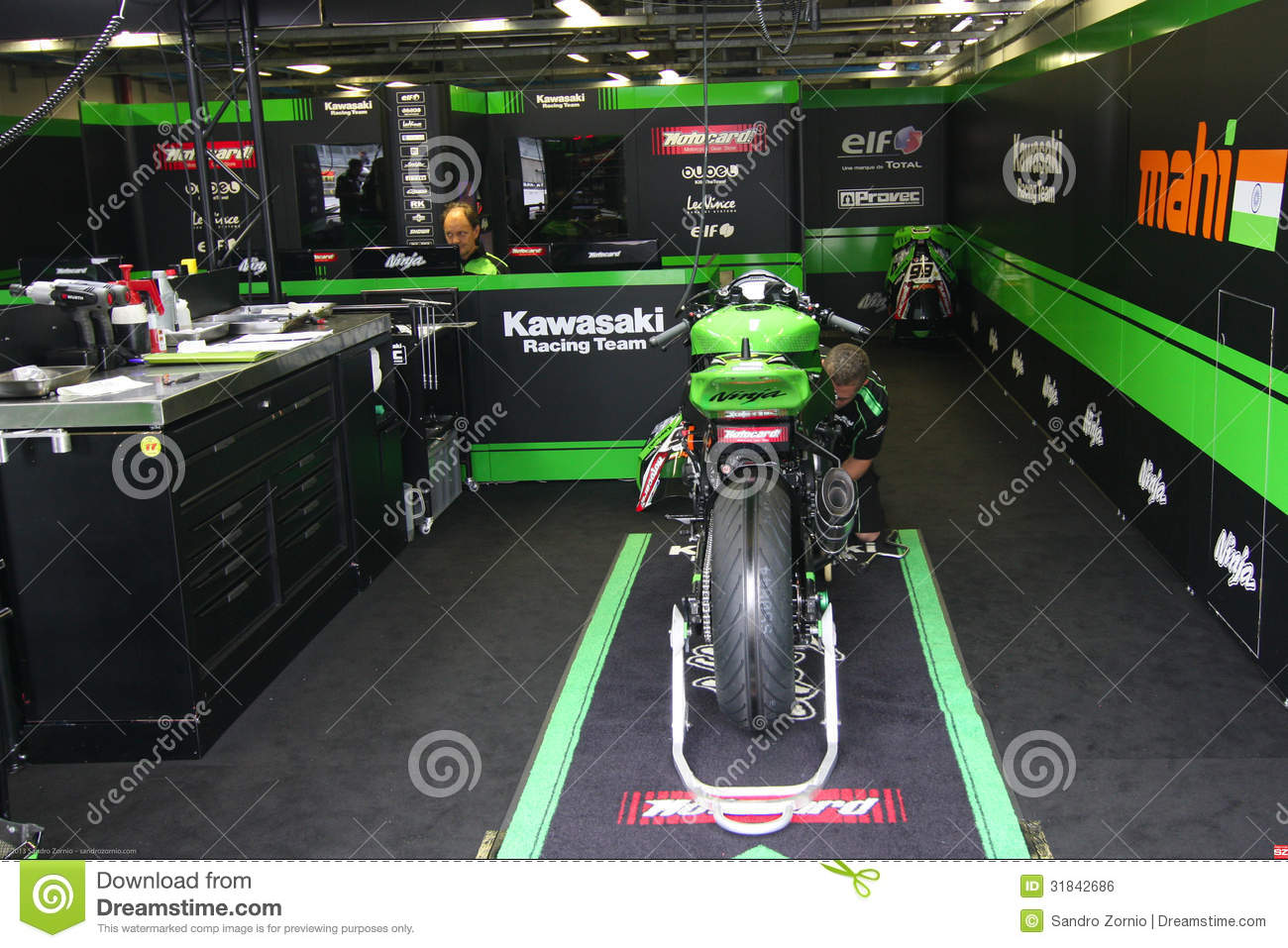 Mechanical working on Kawasaki ZX-10R Kawasaki Racing Team Superbike WSBK