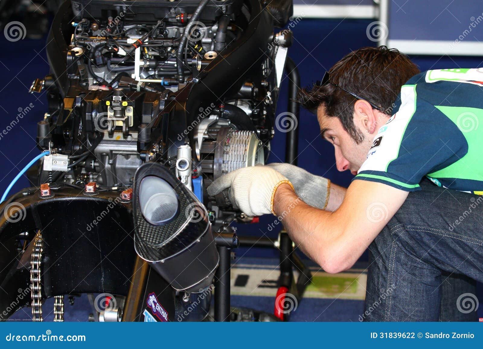 Mechanical working on Suzuki GSX-R1000 Team Fixi Crescent Suzuki Superbike WSBK