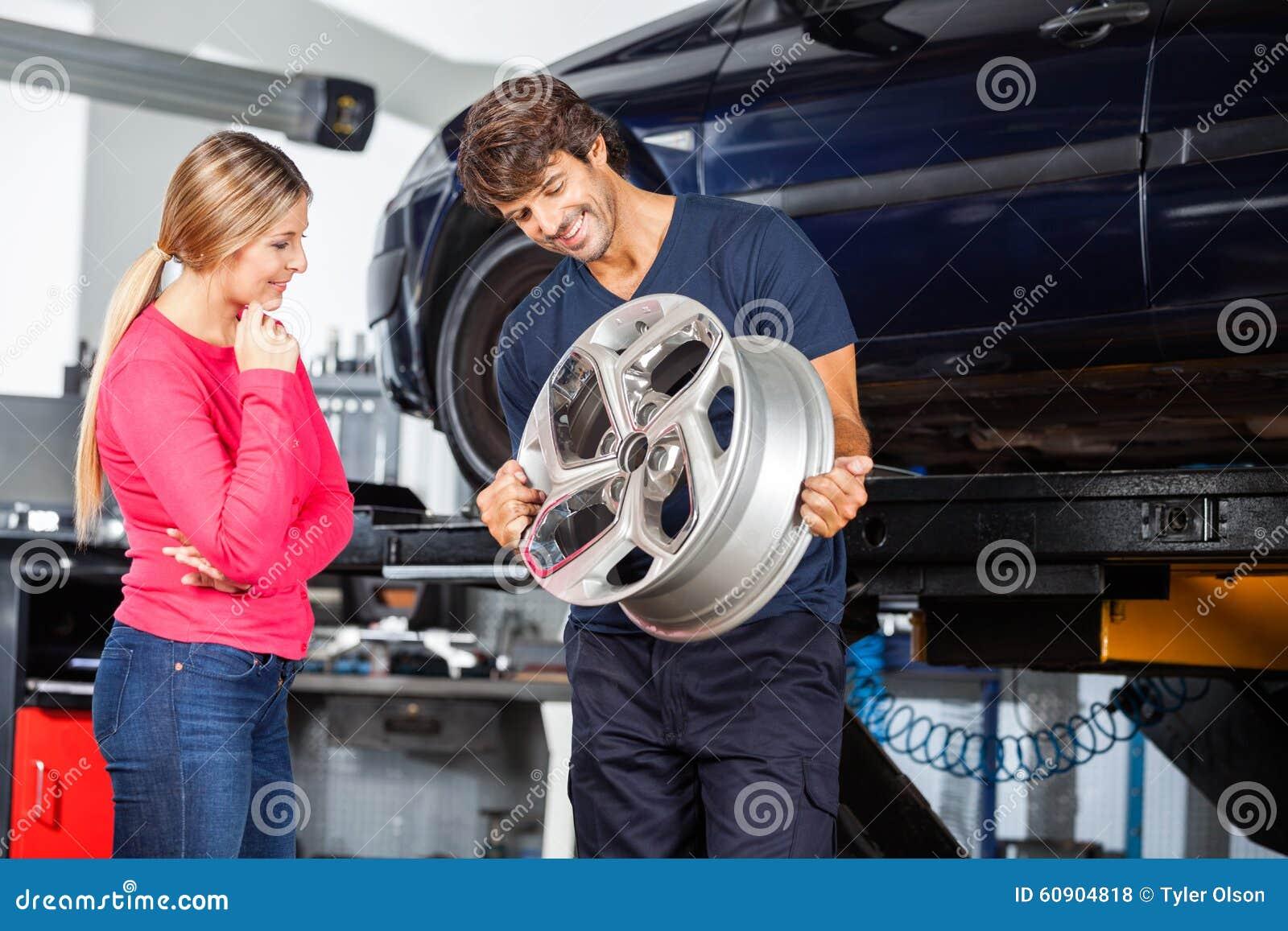 Mechanik Pokazuje aliaż klient