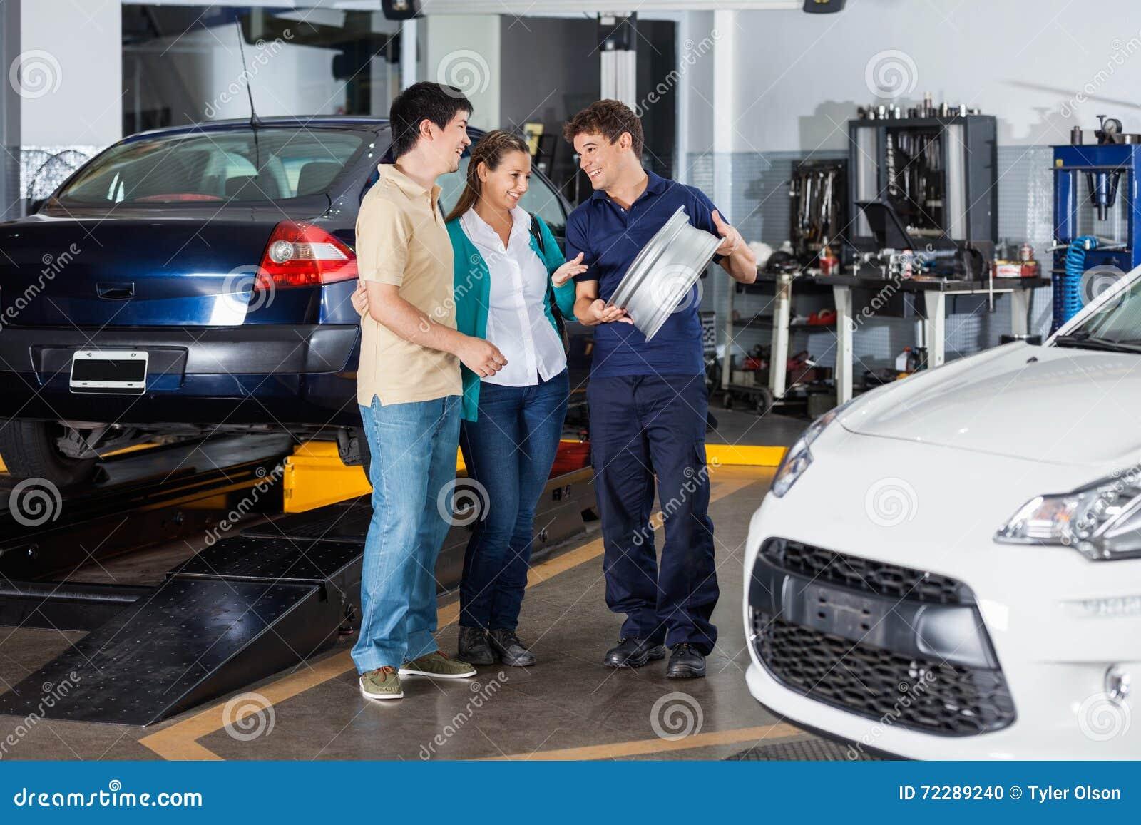 Mechanik Wyjaśnia Hubcap Dobierać się