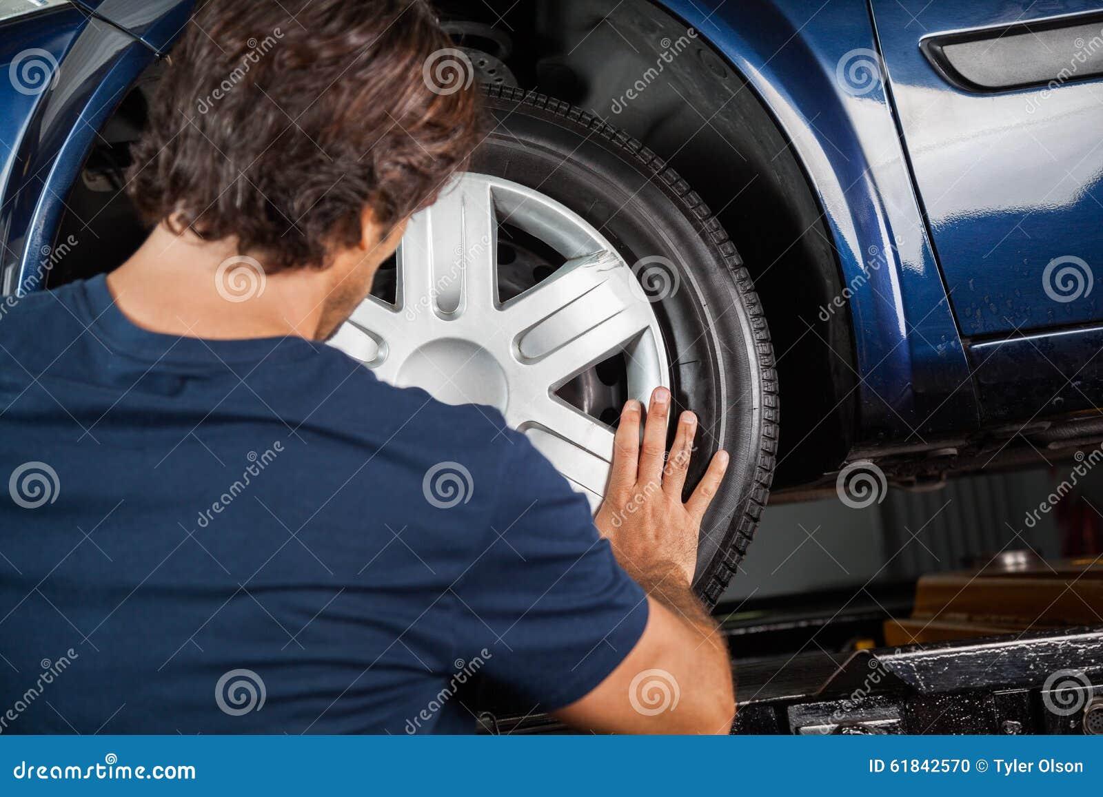 Mechanika naprawiania Hubcap Samochodowa opona