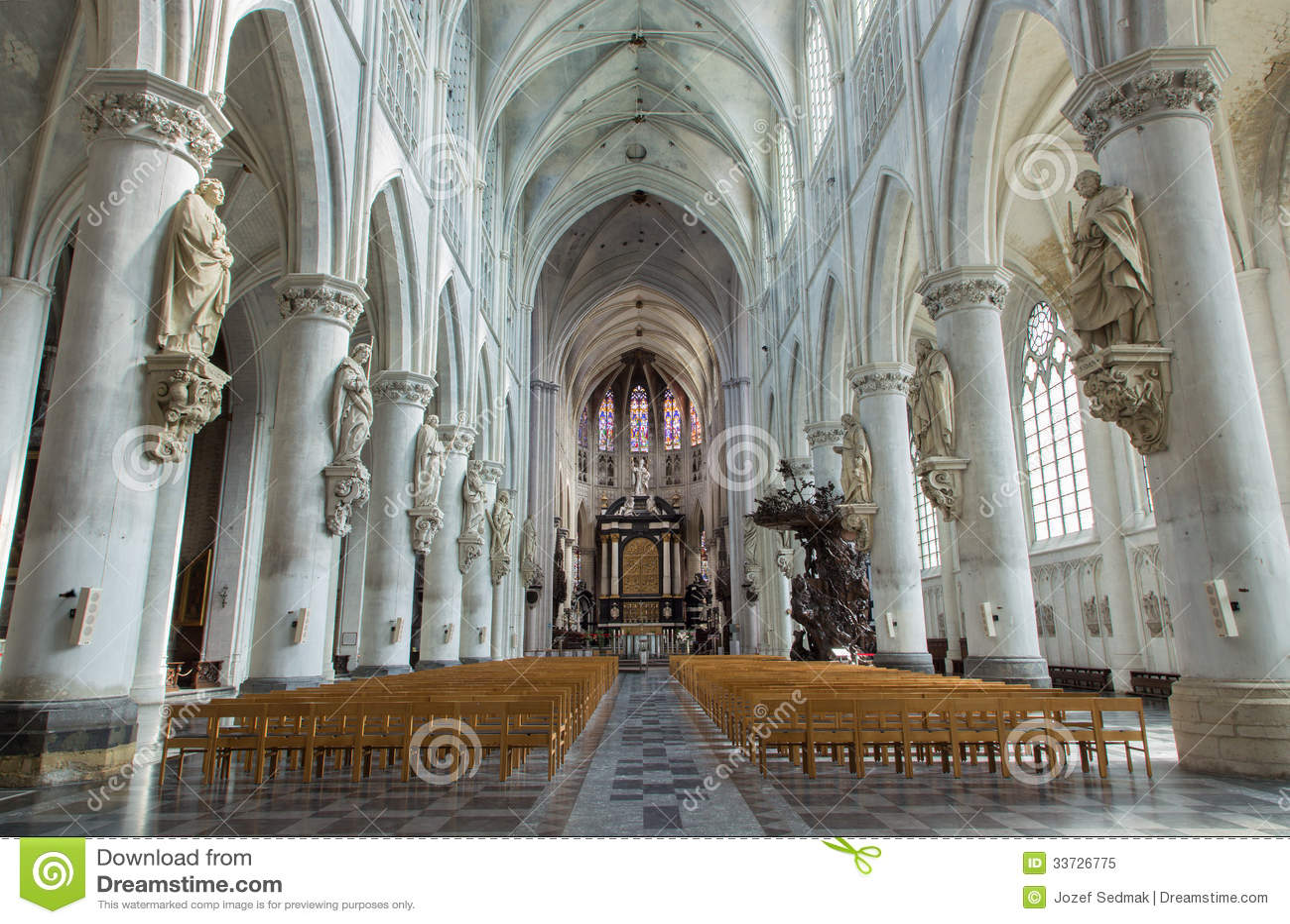 Mechelen - ступица собора St. Rumbold