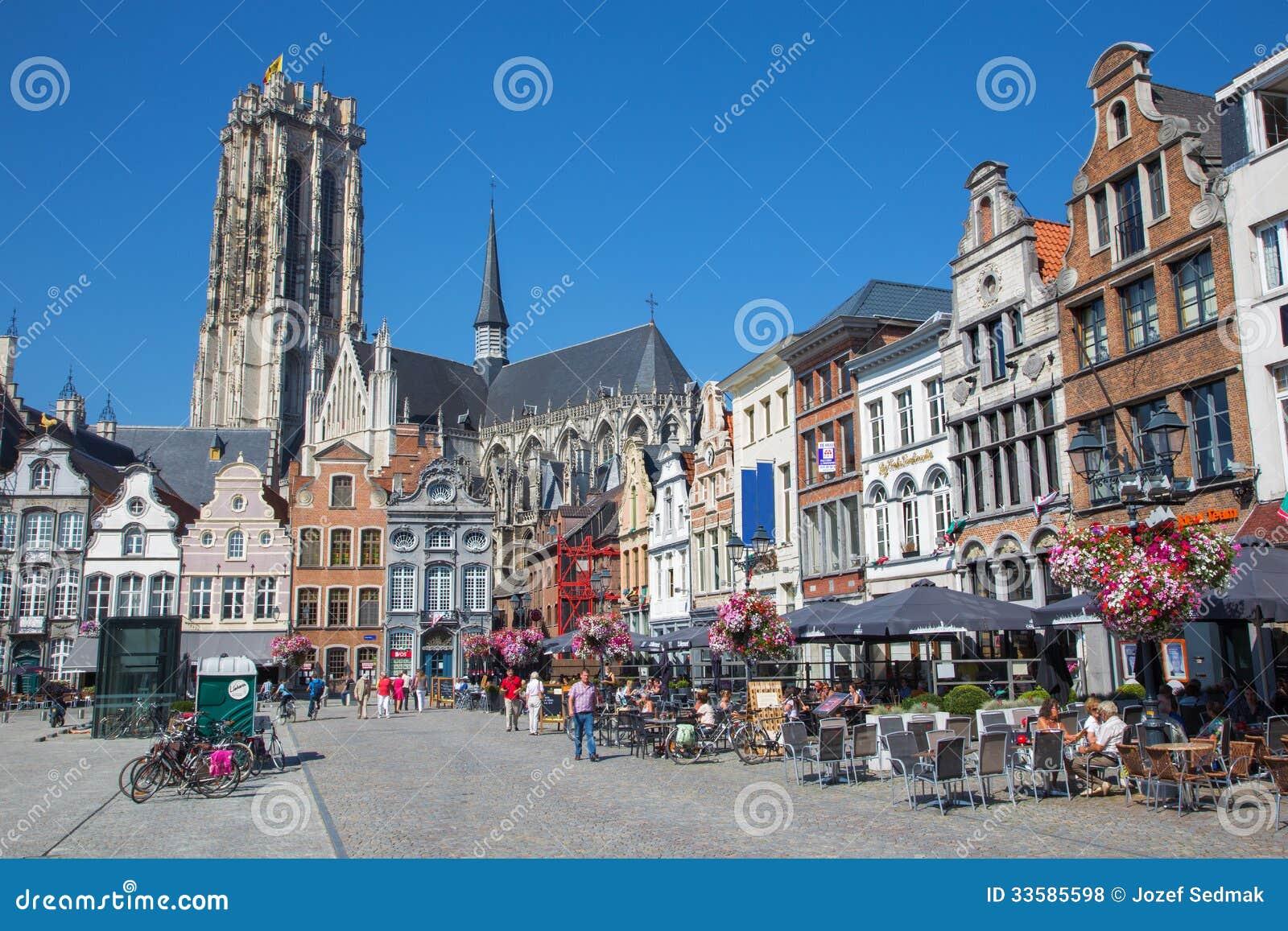 Mechelen - Grote markt och domkyrka för St. Rumbolds