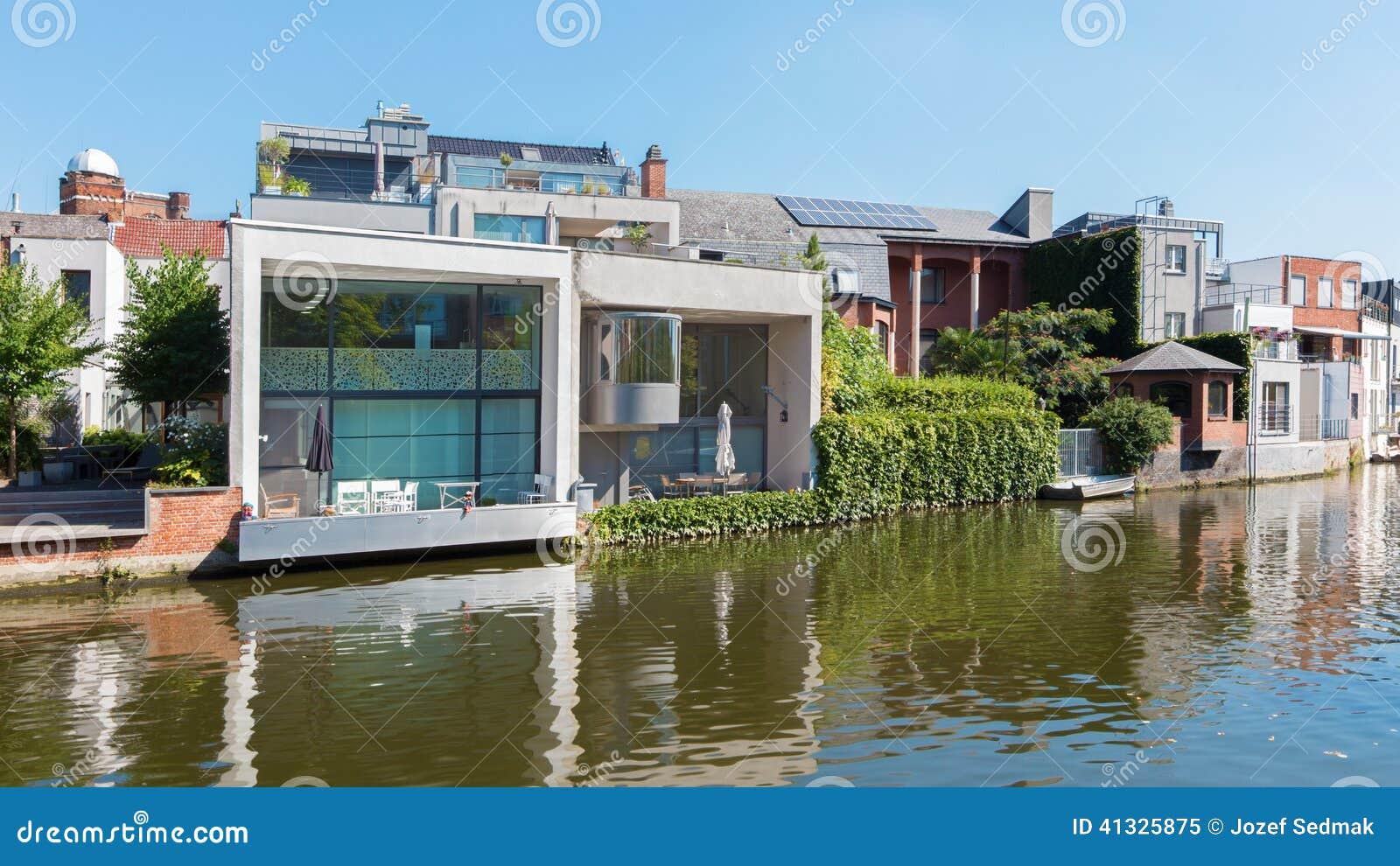 Mechelen maison moderne de famille sur le bord de mer du - Maison moderne bord de mer ...