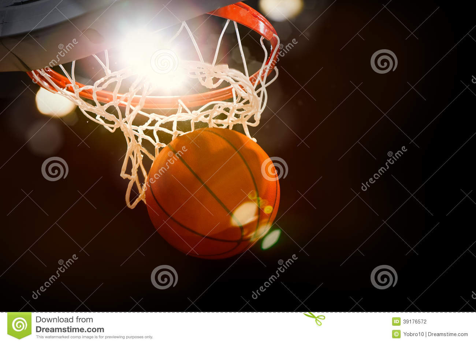 Mecz Koszykówki akcja