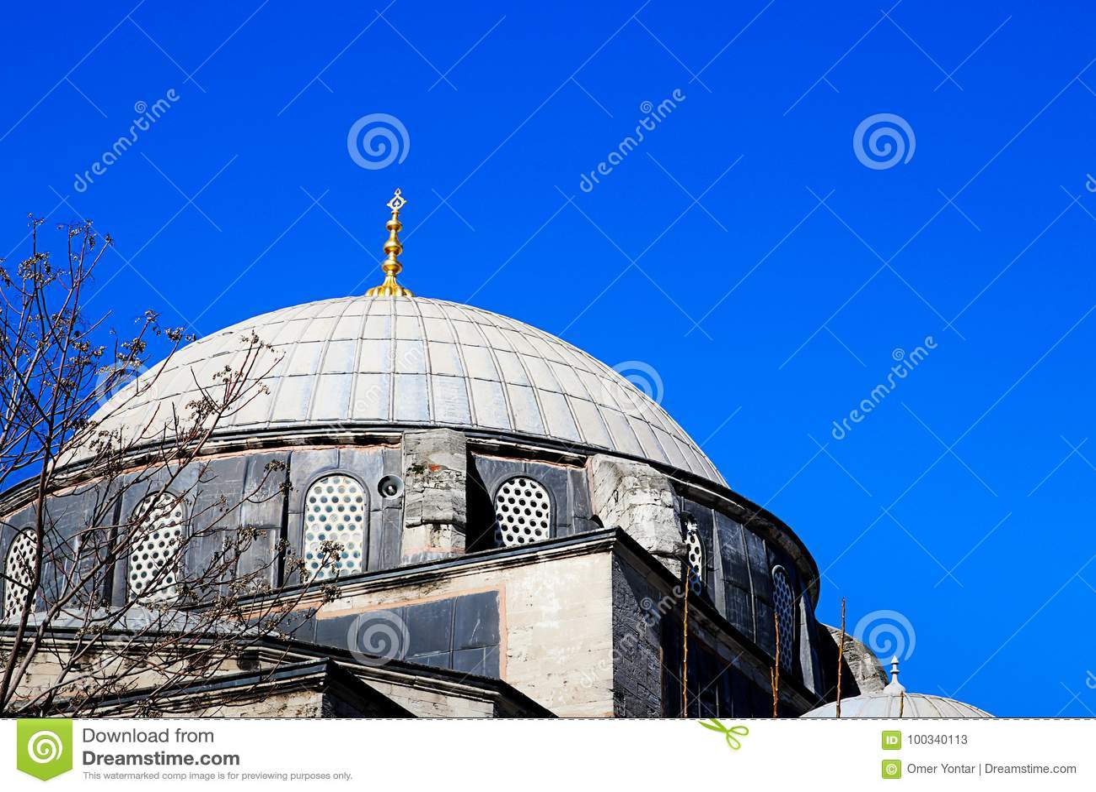 Meczety i niebieskie niebo