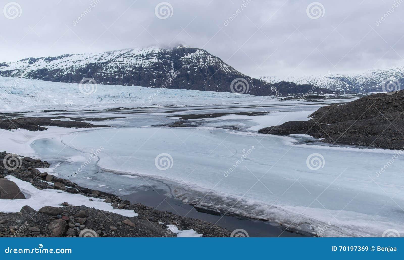 Med is berg i Island